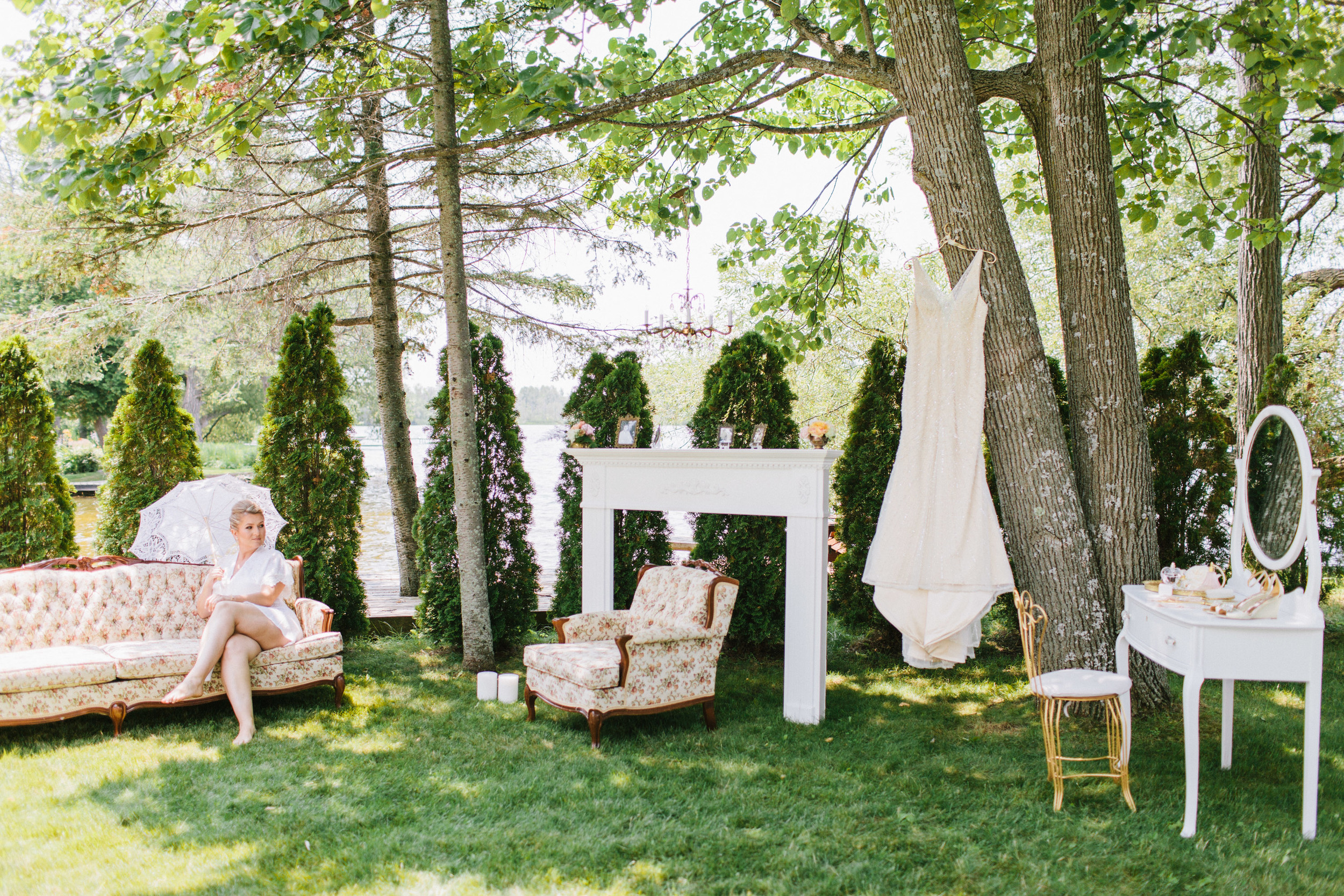 Bekki Draper - Ian - vintage - backyard-wedding-030.jpg