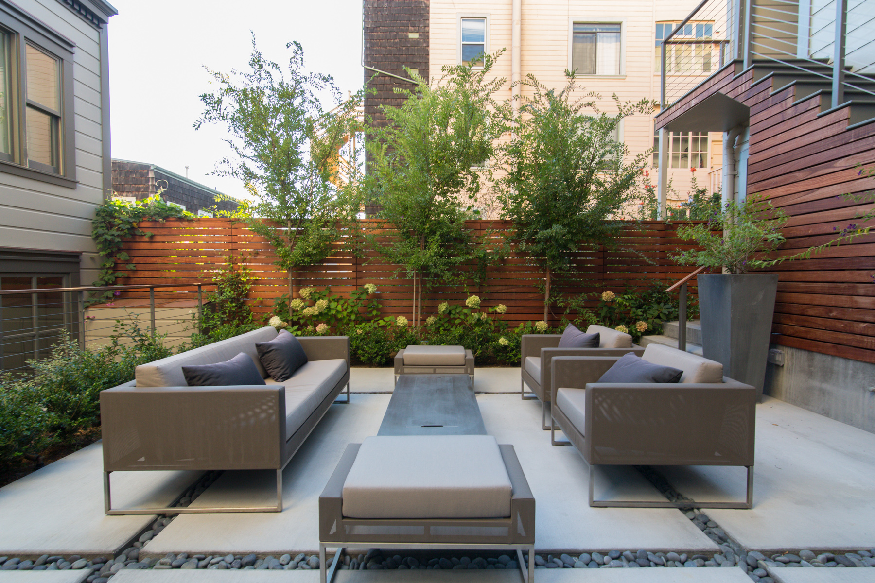 SF- Telegraph Hill 2BR- community outdoor seating.jpg