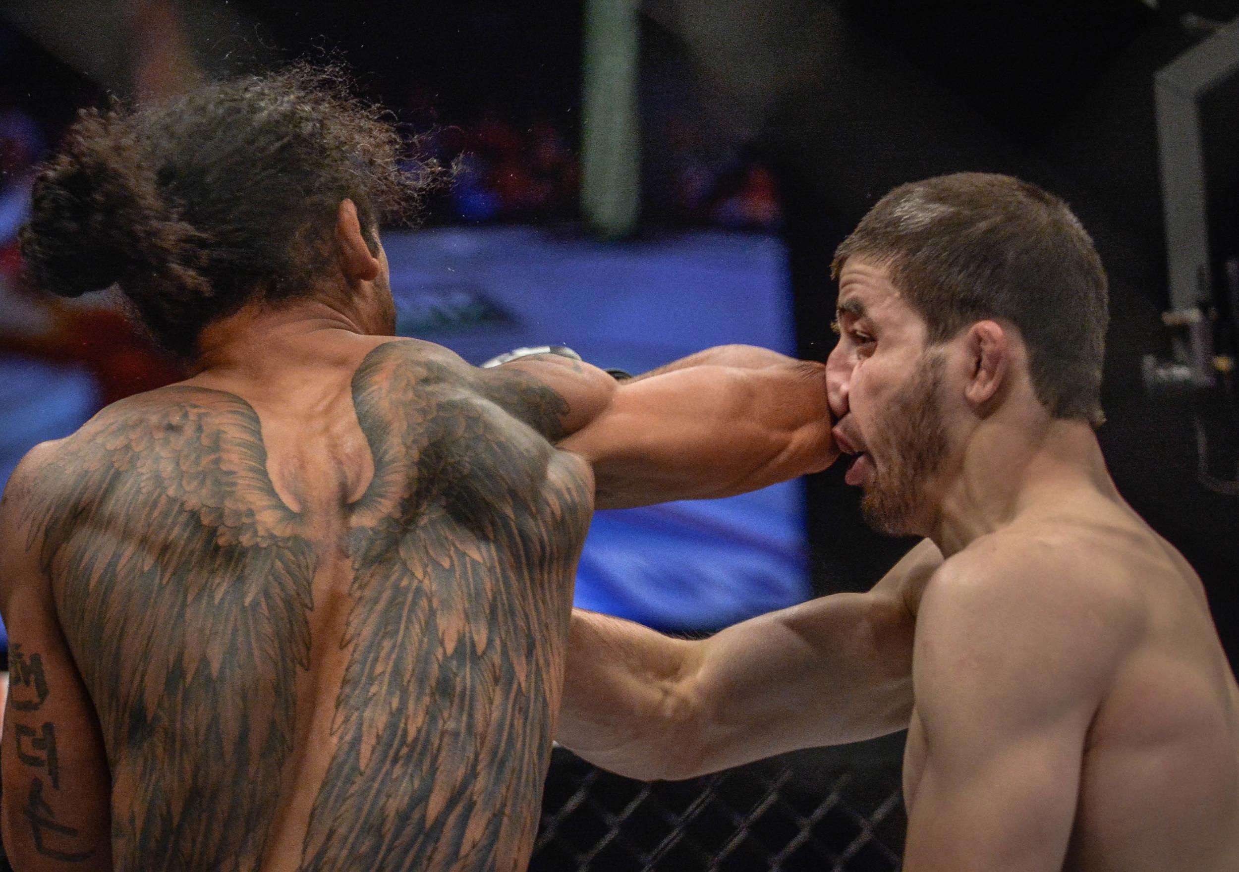 Benson Henderson vs Rustam Khaabilov