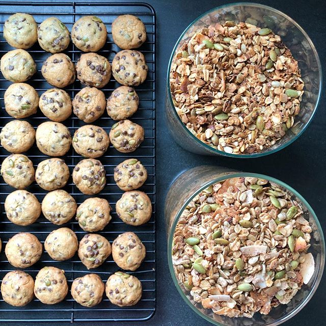Crazy week at the school + Friday working at home = cookies and granola by 10:00am bcz #projectmanagement that's why 💫