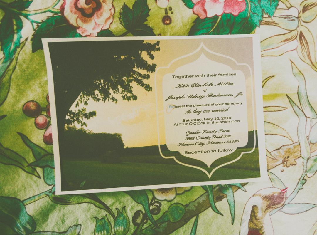 Katie_Joe_Country_Missouri_Farm_Wedding_2.png