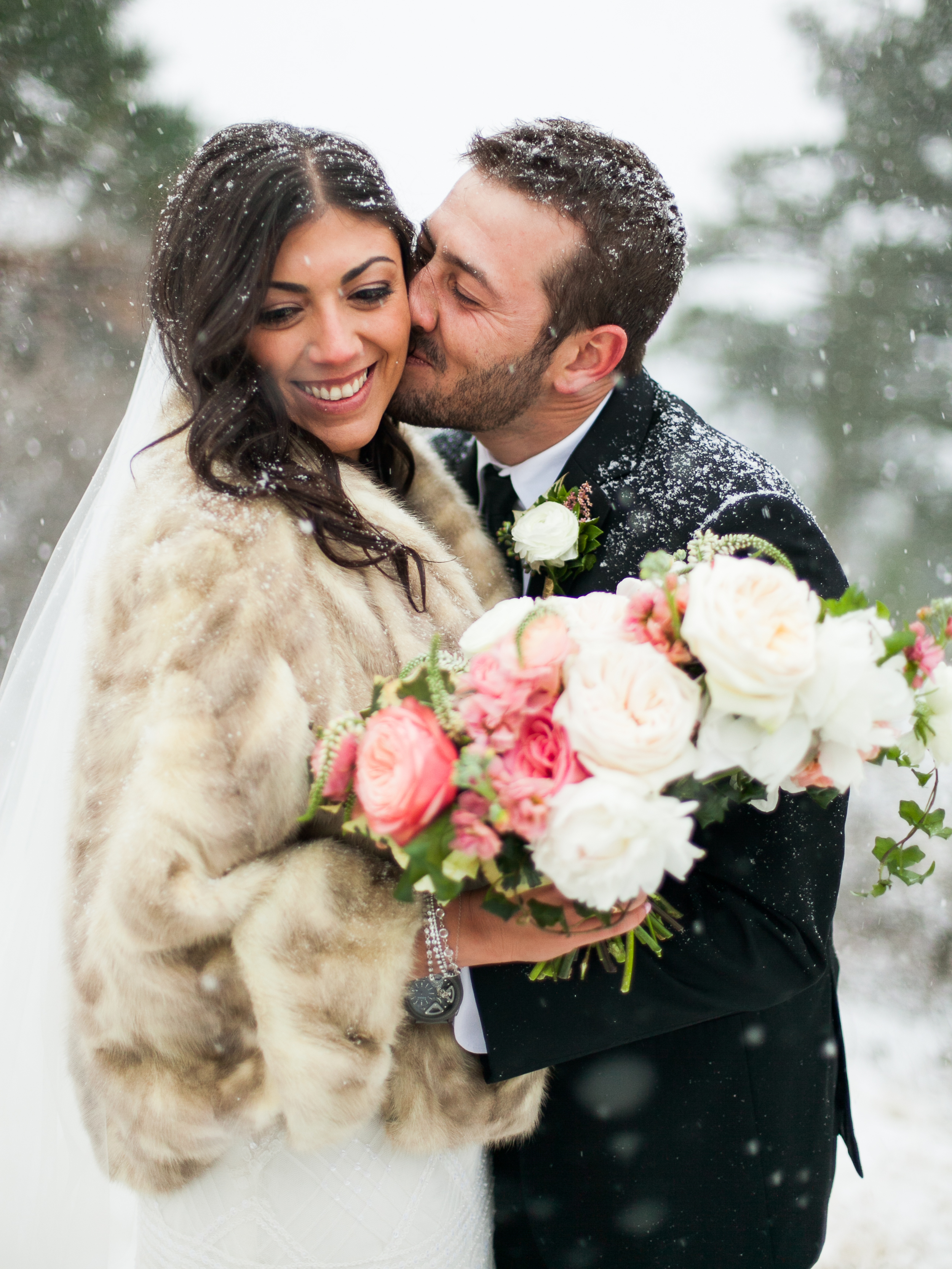 Carolyn-Eddie-Coloraodo-Winter-Wedding-11.jpg