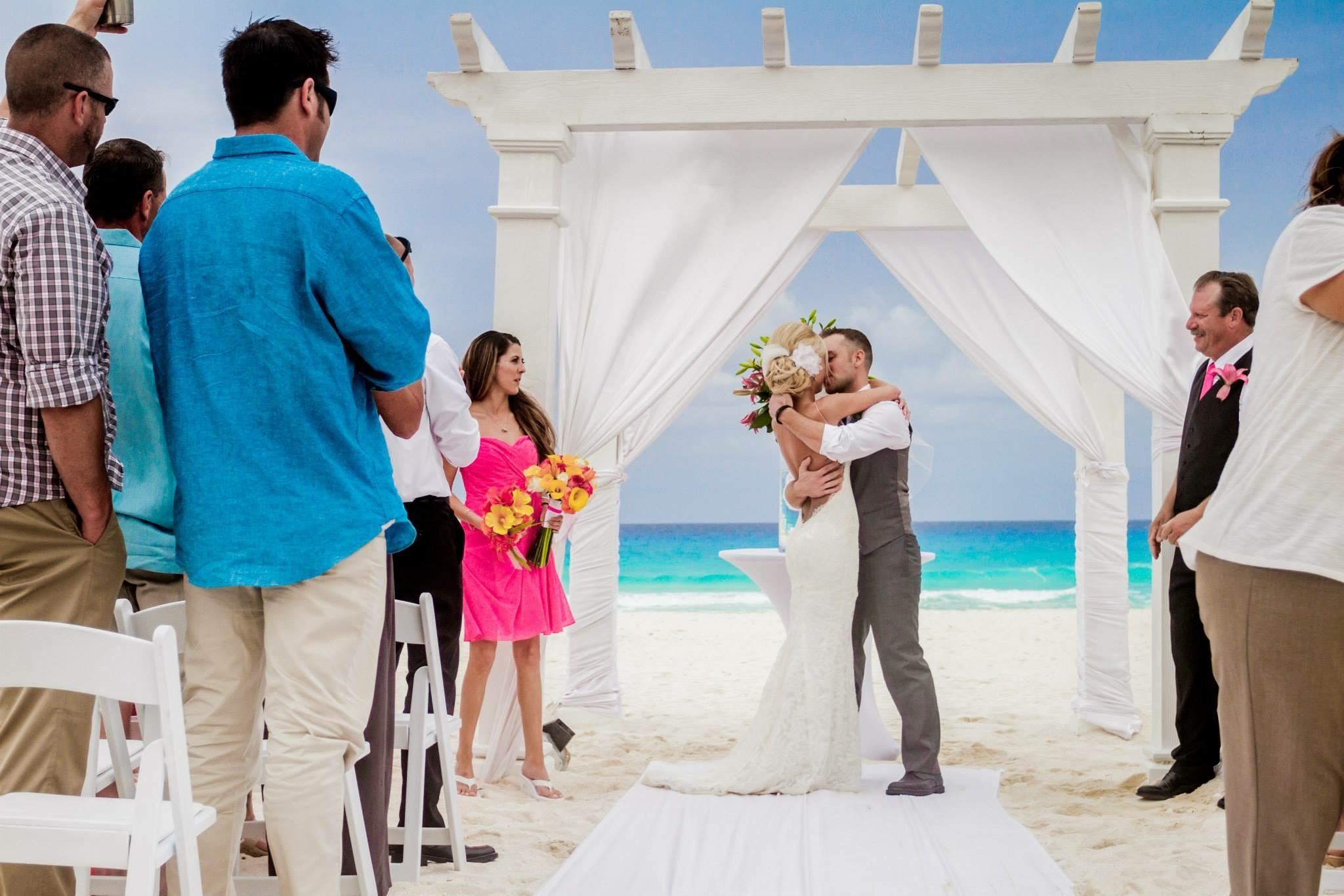krysten-reed-cancun-beach-wedding-11.JPG
