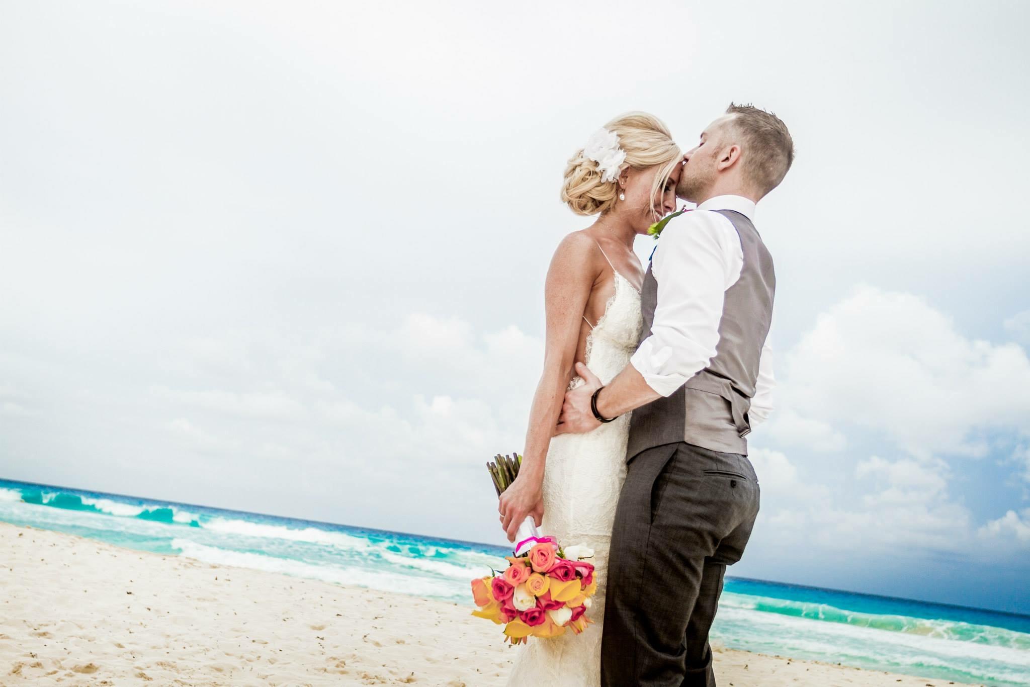 krysten-reed-cancun-beach-wedding-18.JPG
