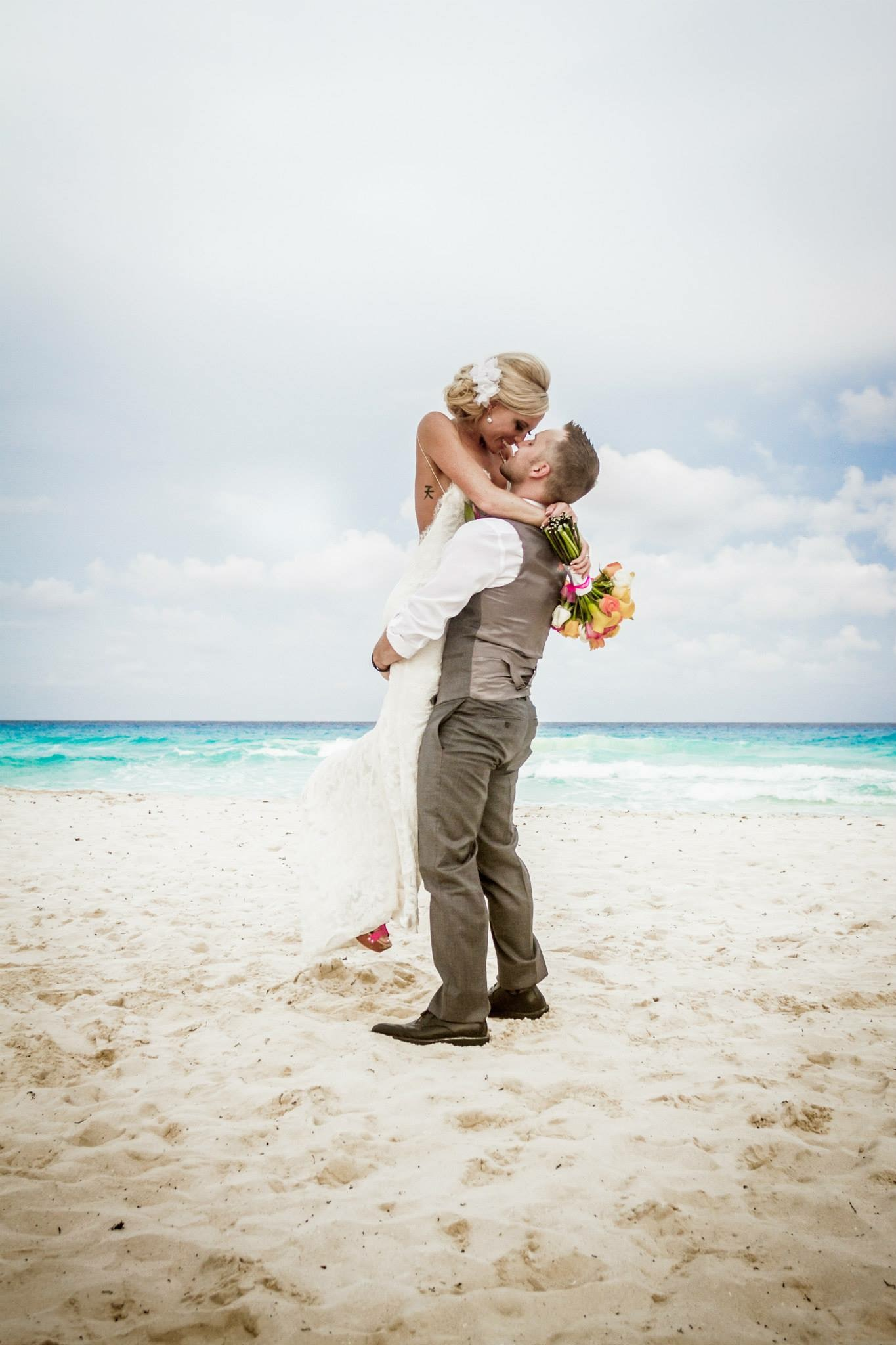 krysten-reed-cancun-beach-wedding-22.JPG