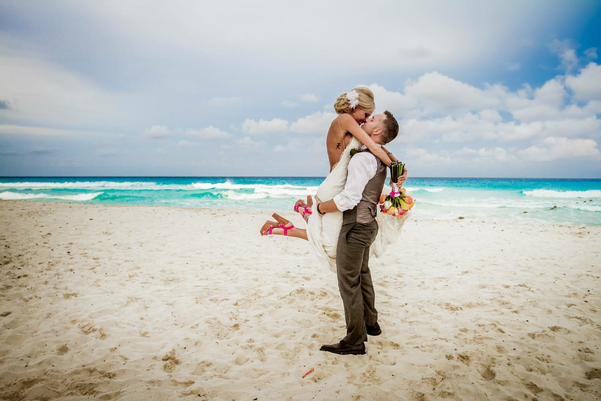 krysten-reed-cancun-beach-wedding-23.JPG
