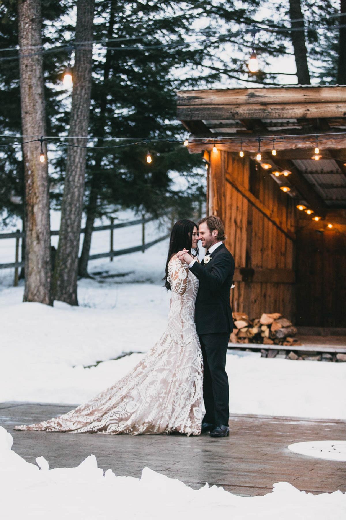 Jennifer_Mooney_Photography_Montana_45_Elegant_Winter_Wedding__040.jpg