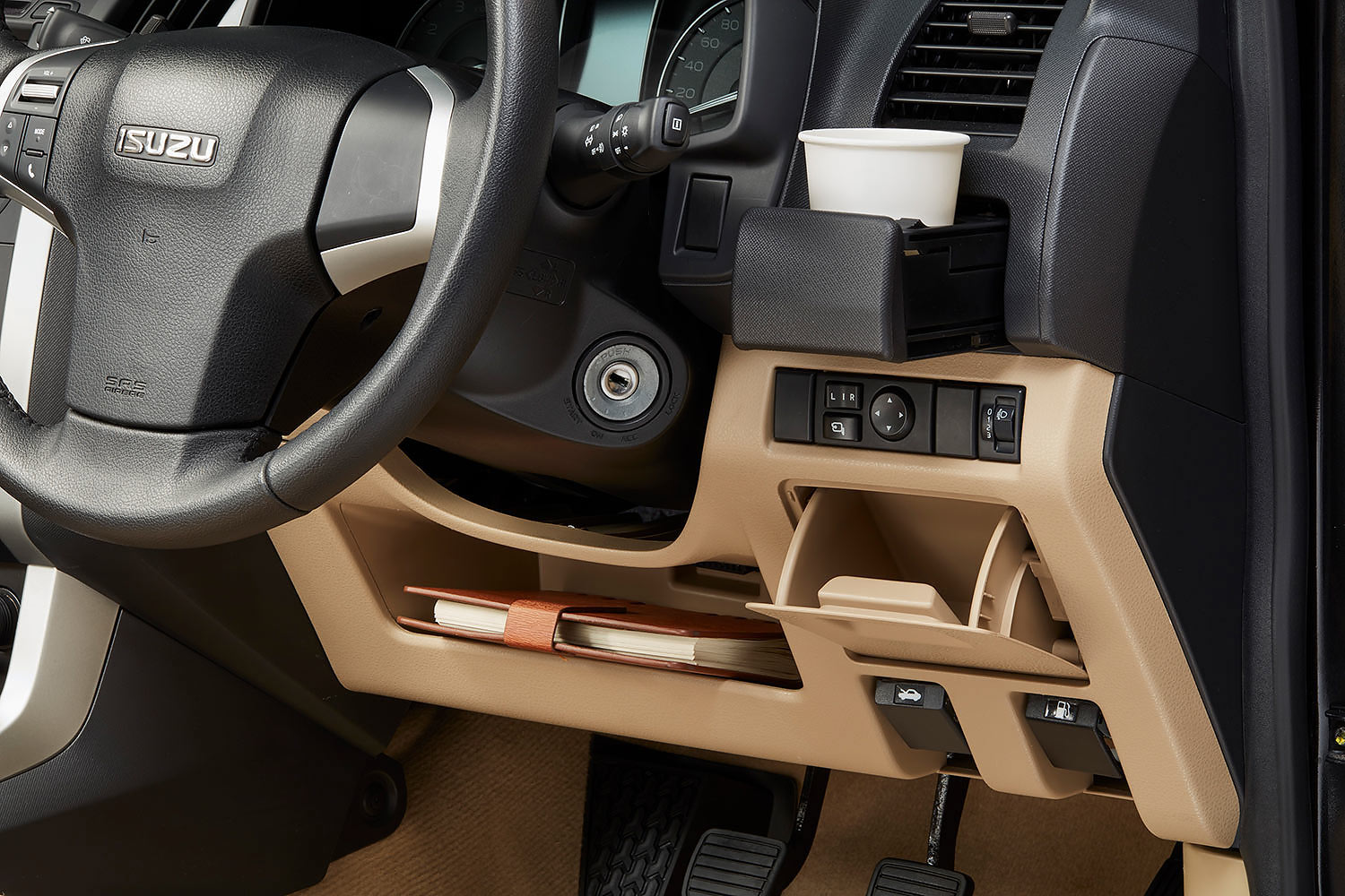 Isuzu-storage-compartments.jpg