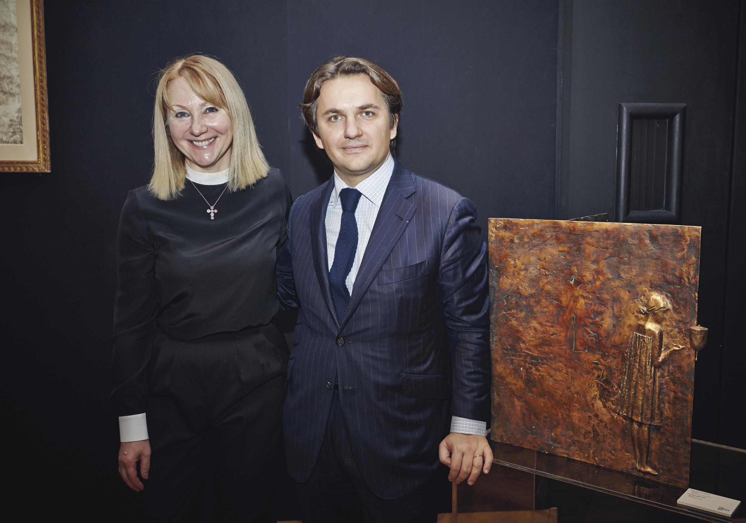 Мария Соколова, владелица Галереи 9/1 и господин Брюни, генеральный директор Christie's Париж
