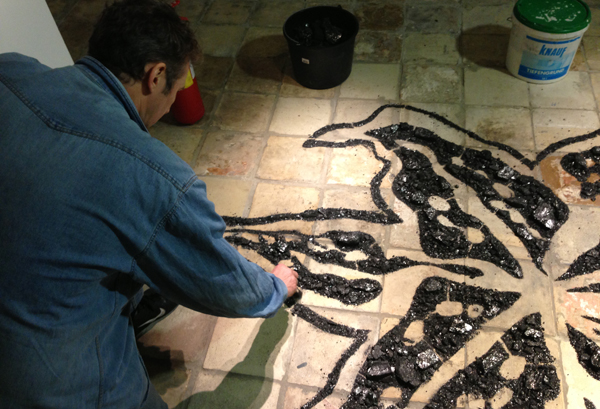 Vladimir Anselm at work, Gallery 9/1, Moscow. Courtesy of the artist and Gallery 9/1.