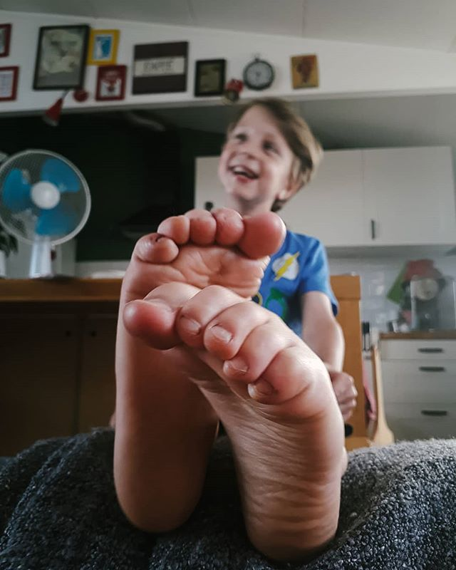 Big feet, super smile. While watching a football match.  #coolkids #kidslove #happyfeet