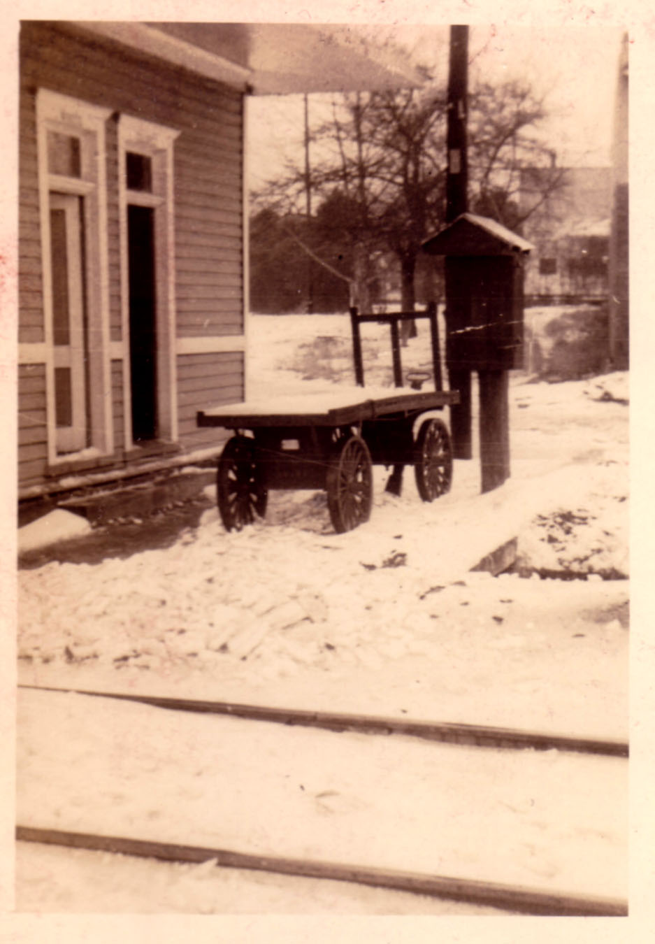 Waiting rooms and baggage cart.  Photo taken by Hudnalle McLean Sr.  Note Langford/House in background.