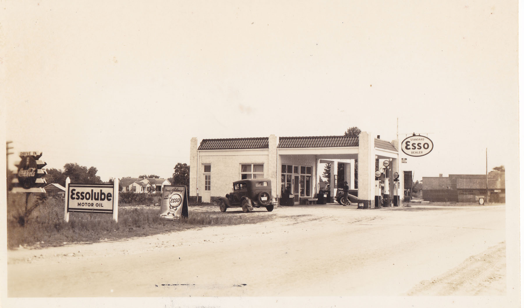 Wilson's Esso about 1940.  Photo Courtesy of Kay Wilson Lydon