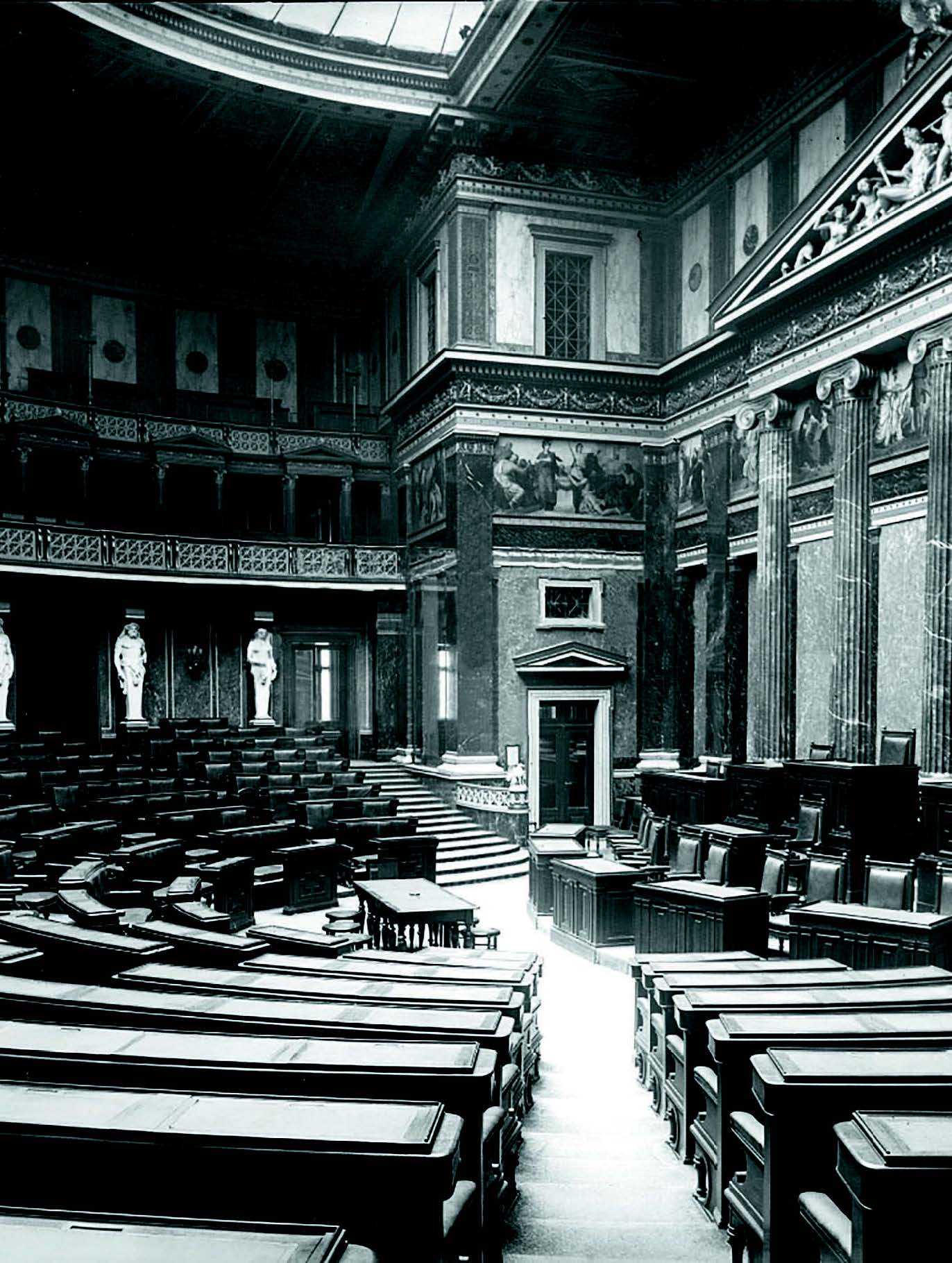 A historic shot of the Assembly Hall of the Austrian Parliament   Photo | (c) Parlamentsdirektion/Christian Hikade