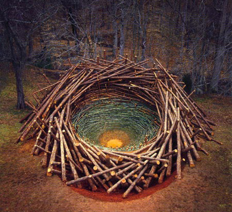 A piece by Andy Goldsworthy, Via  Artful Explorations in Nature