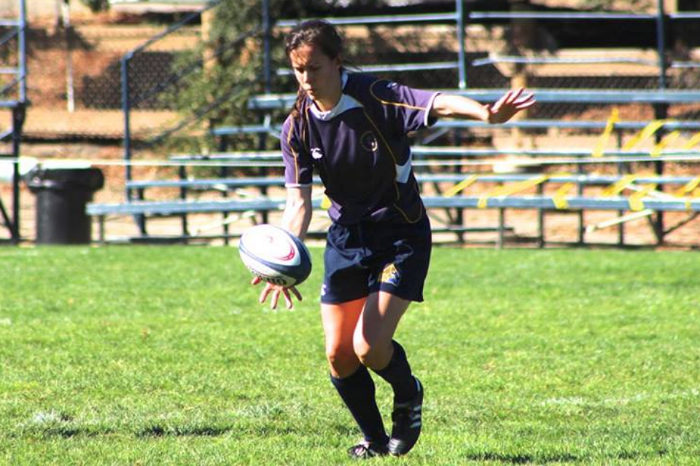 Flyhalf Ruth Bryson setting up for a kick. Photo by Laura Lorenz.