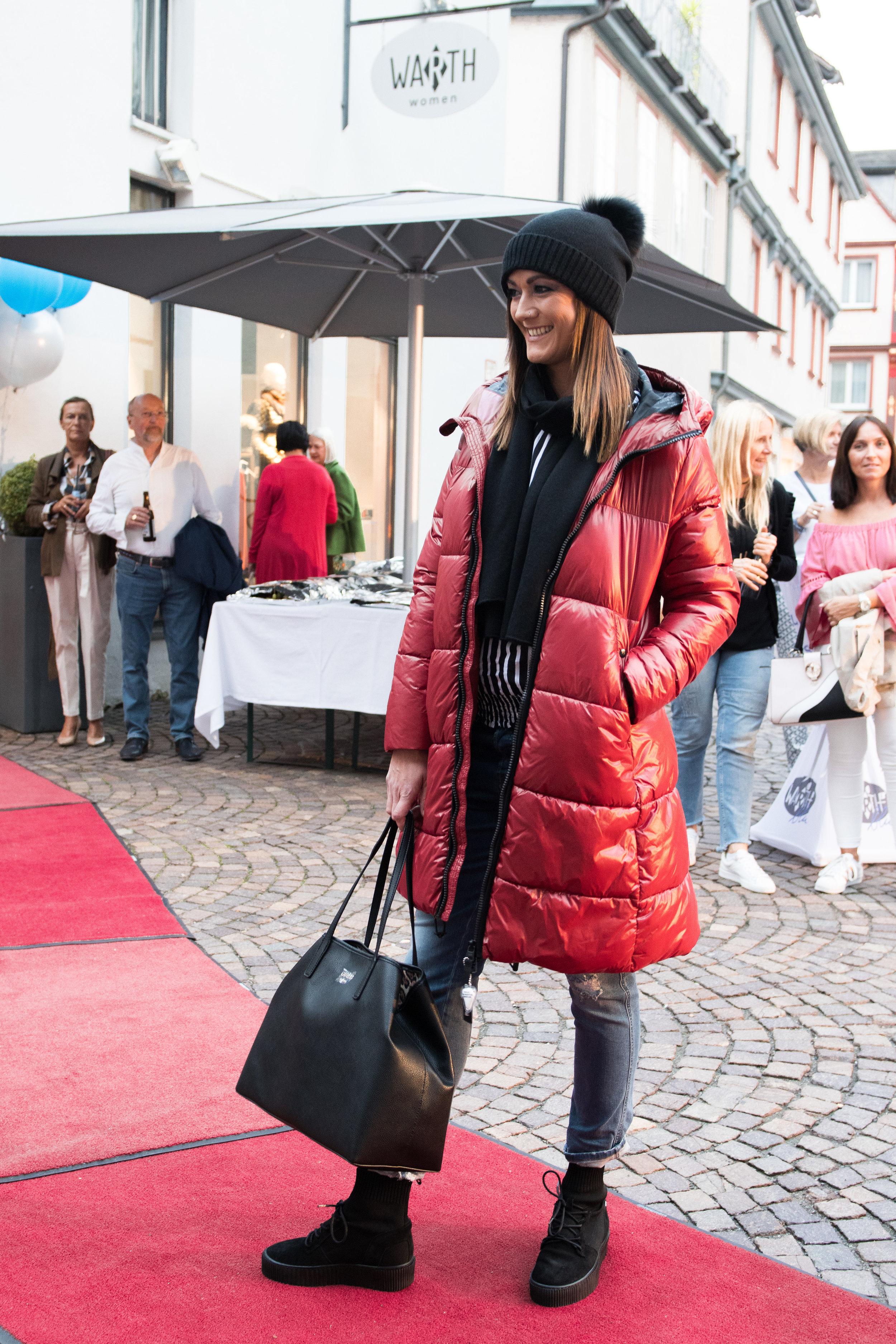 Fashionshowbackstage_1.jpg