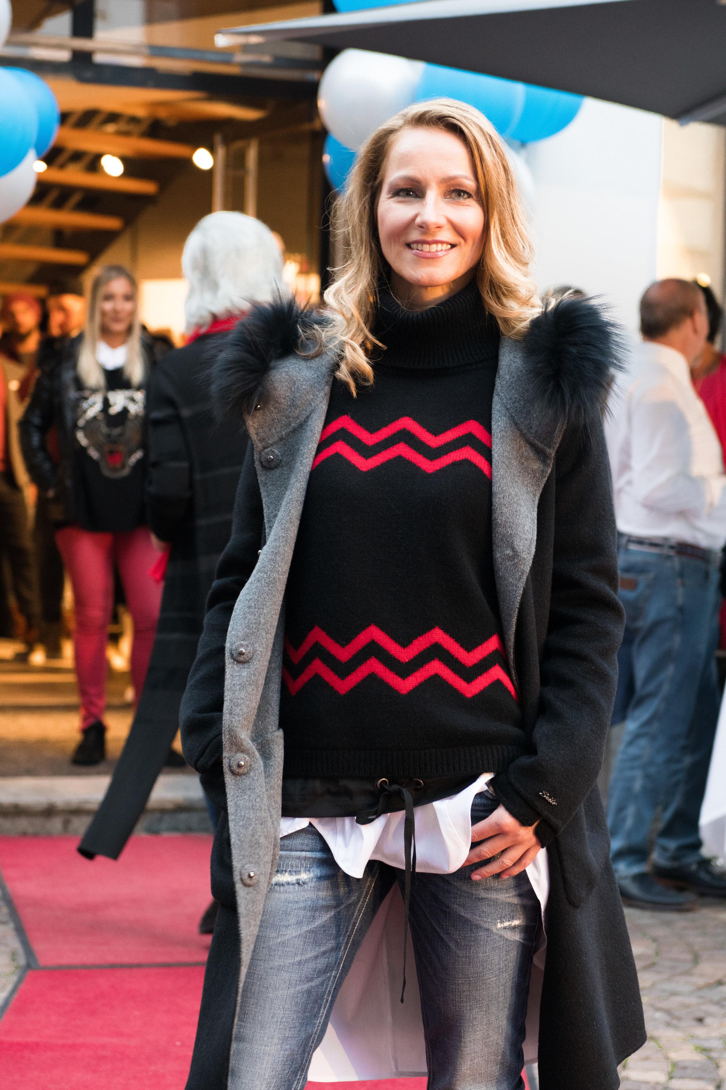 Fashionshowbackstage_3.jpg