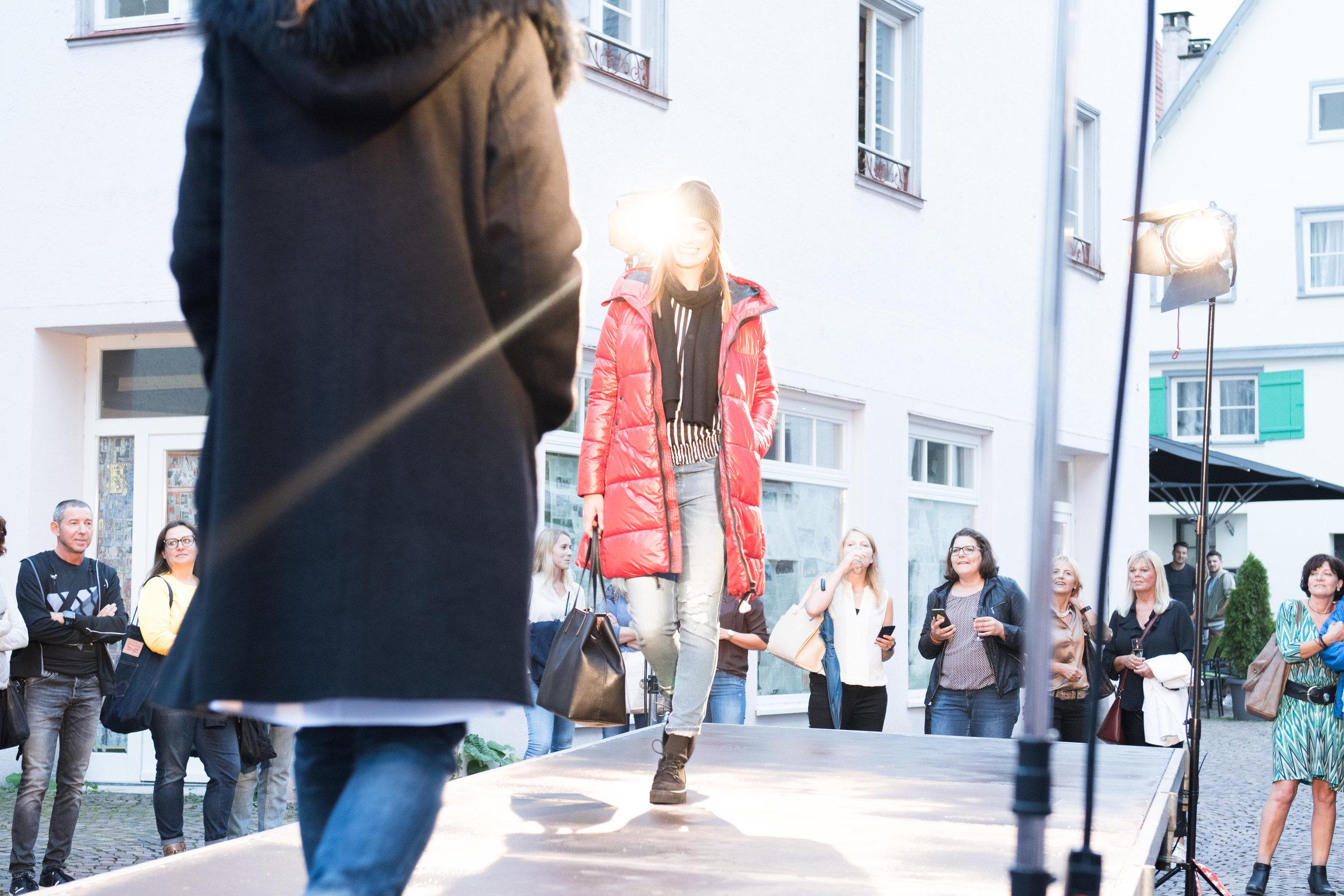Fashionshowbackstage_5.jpg