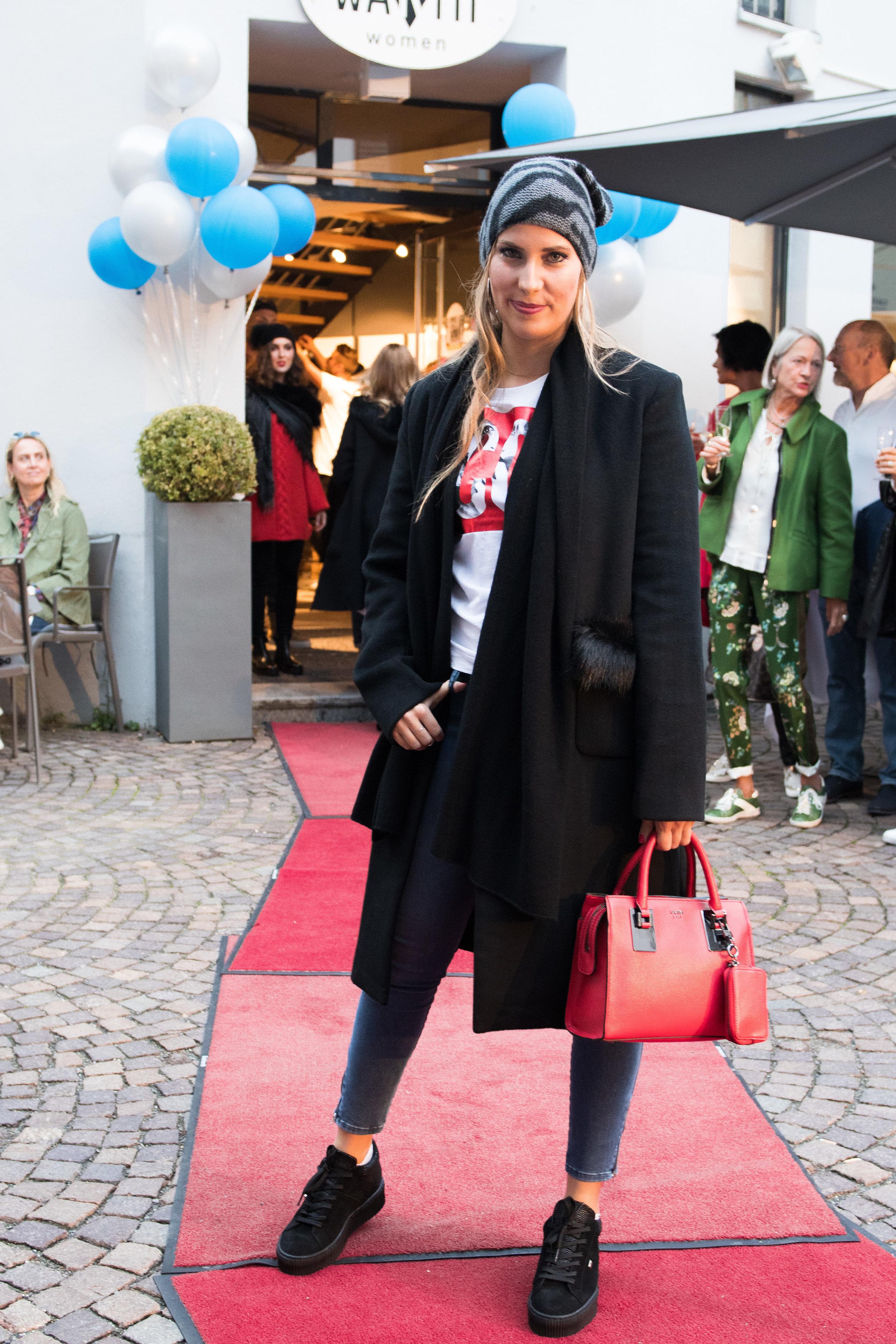 Fashionshowbackstage_8.jpg