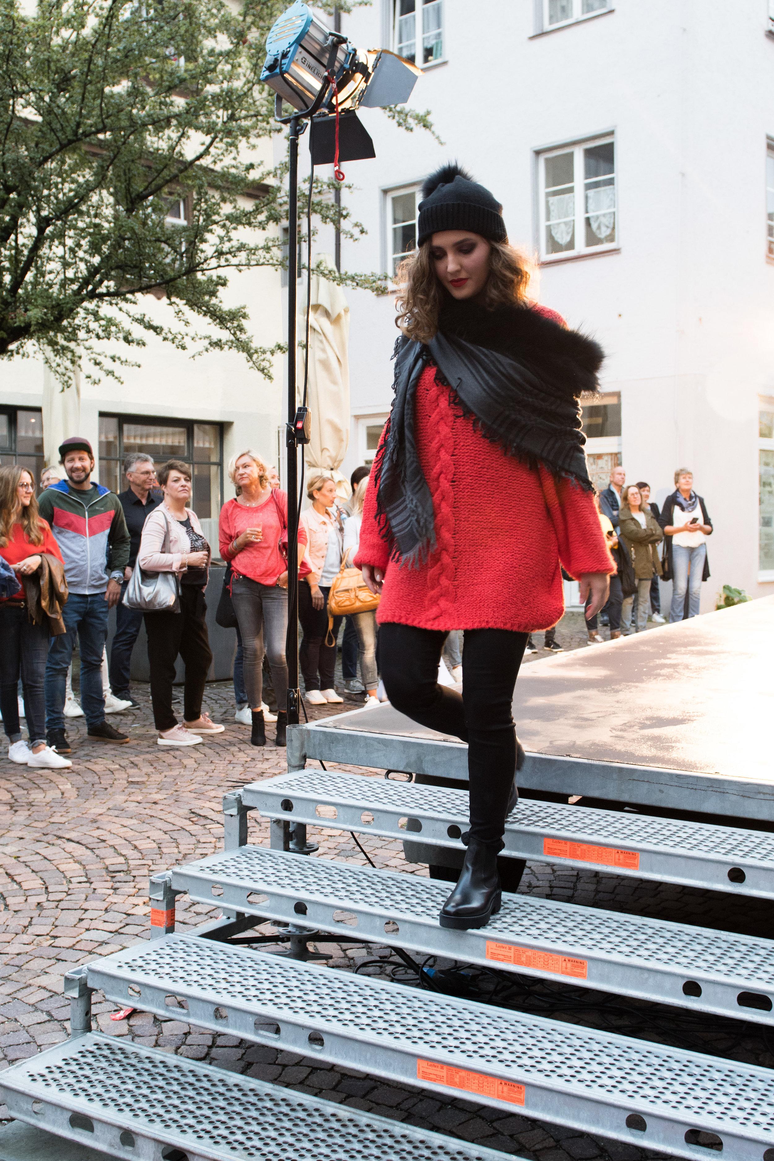 Fashionshowbackstage_11.jpg