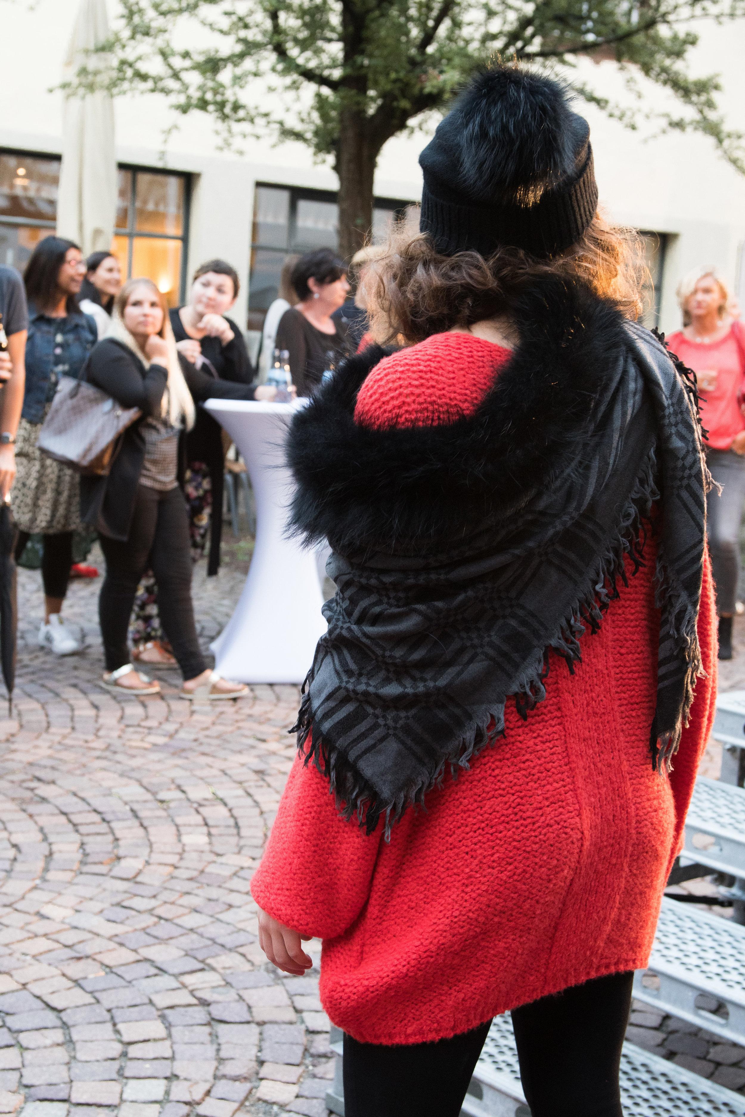 Fashionshowbackstage_12.jpg