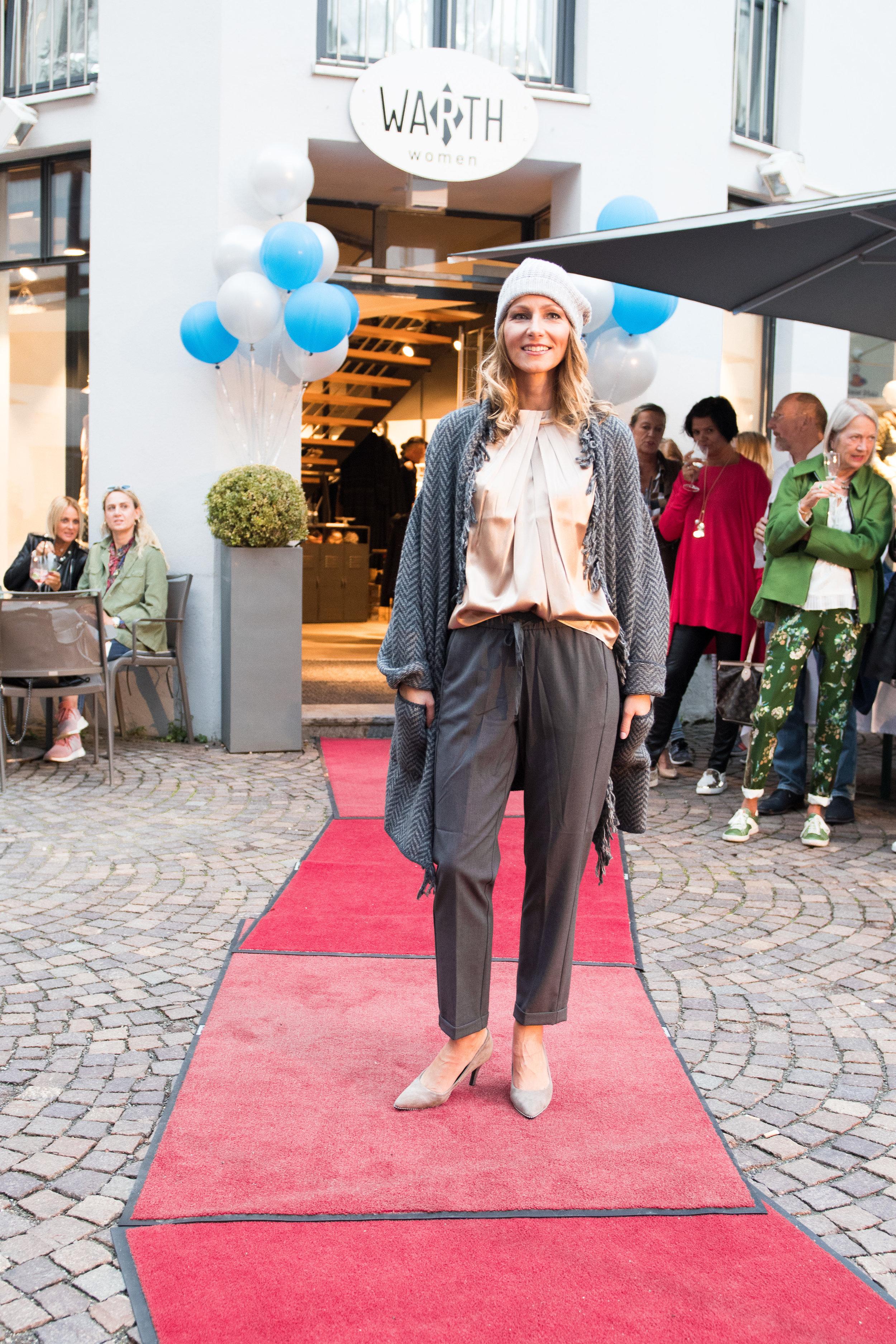 Fashionshowbackstage_21.jpg