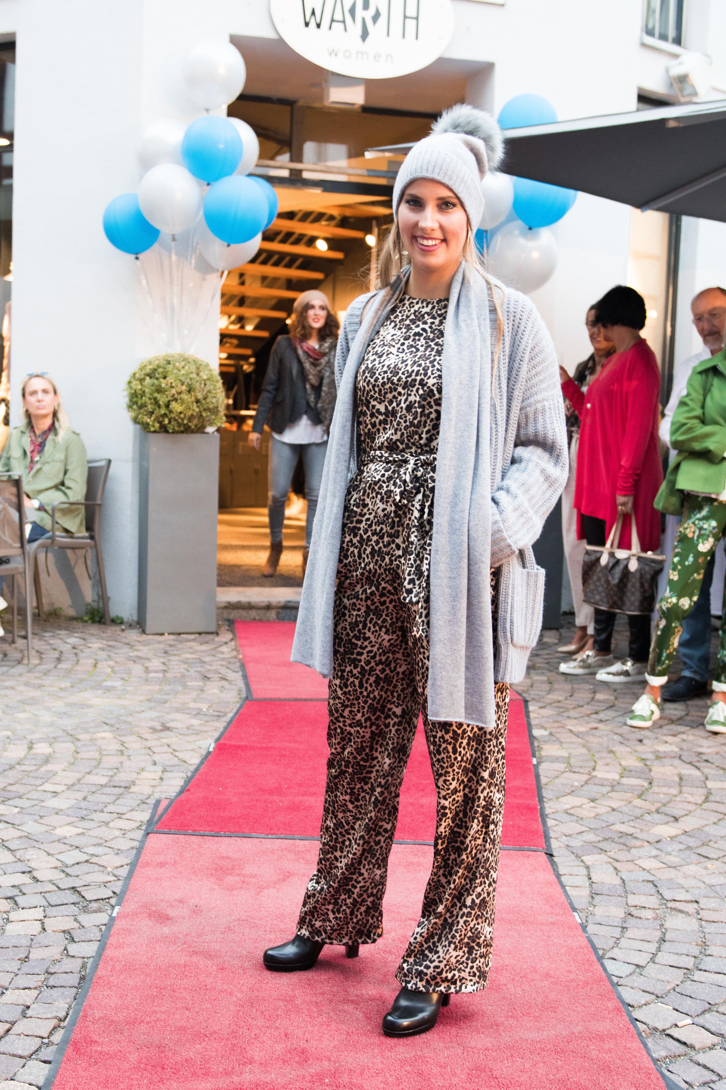 Fashionshowbackstage_24.jpg