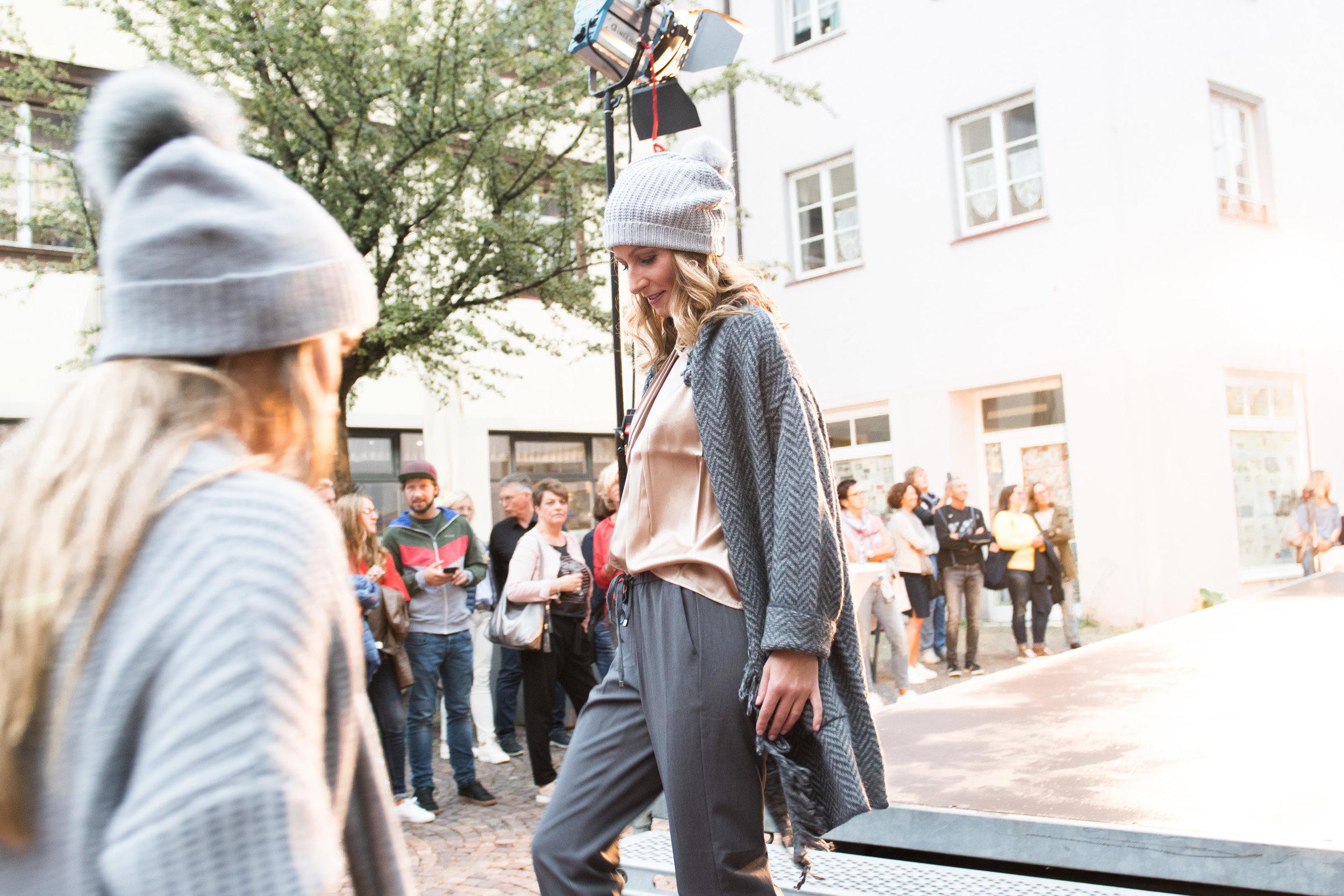 Fashionshowbackstage_26.jpg