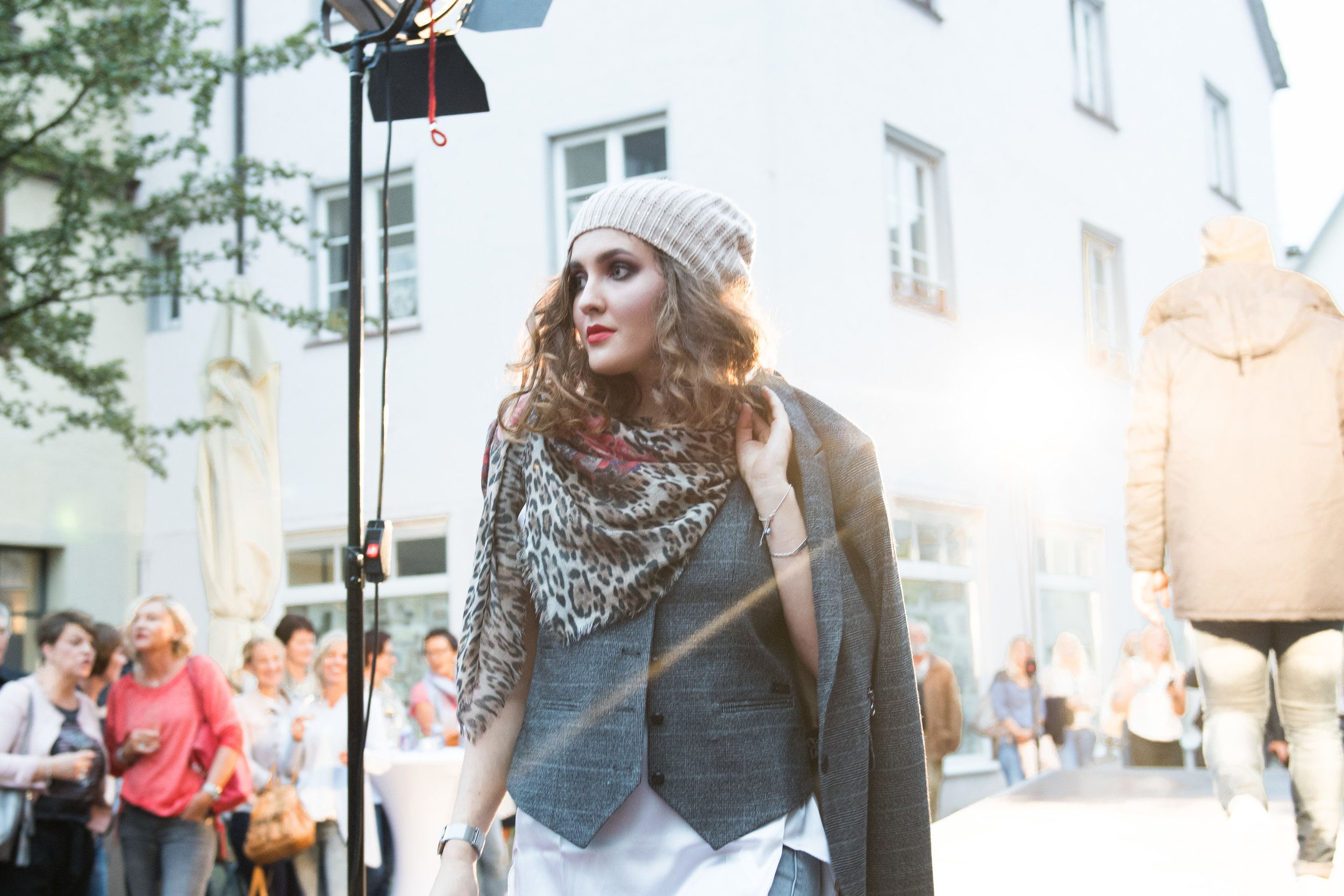 Fashionshowbackstage_30.jpg