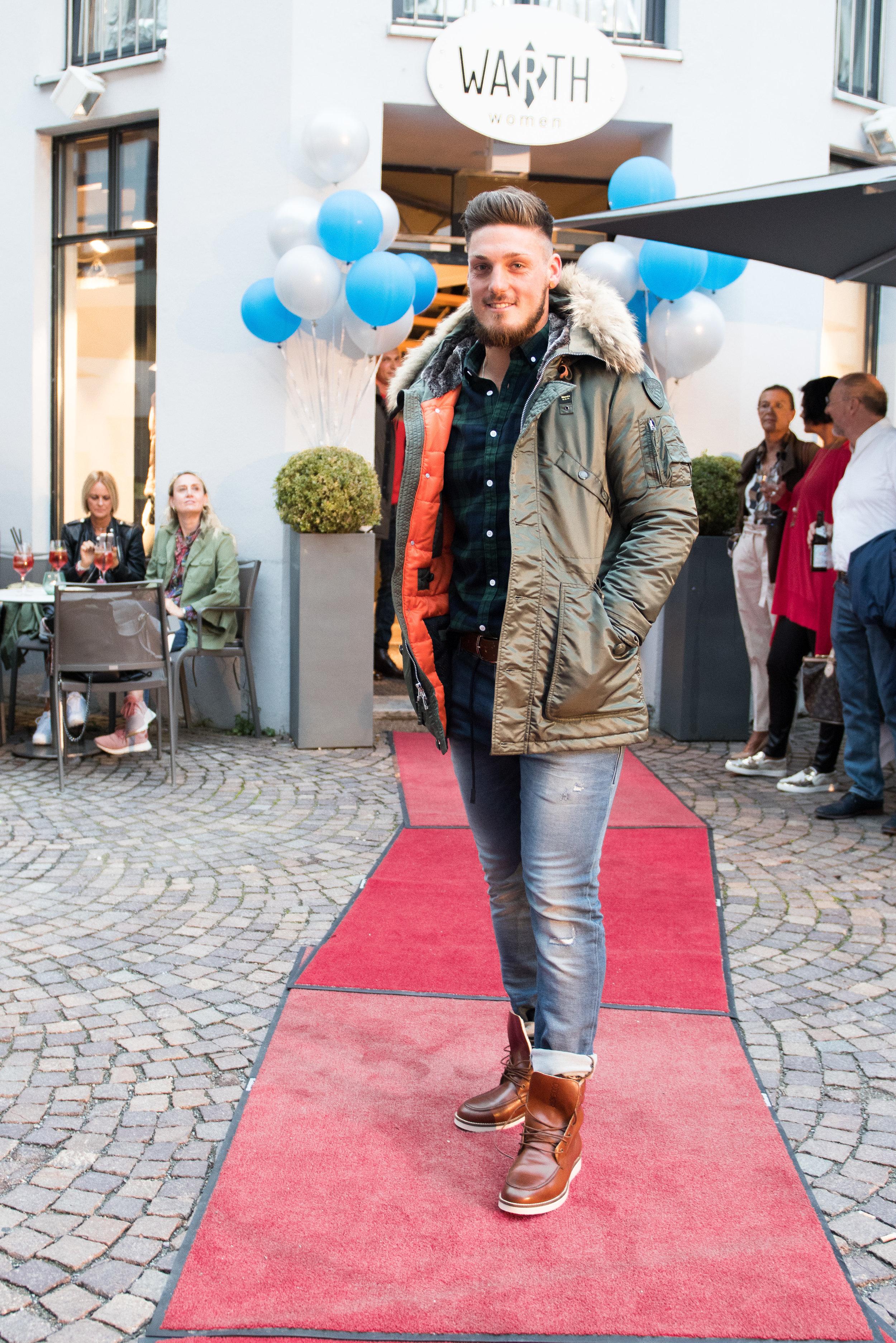 Fashionshowbackstage_43.jpg