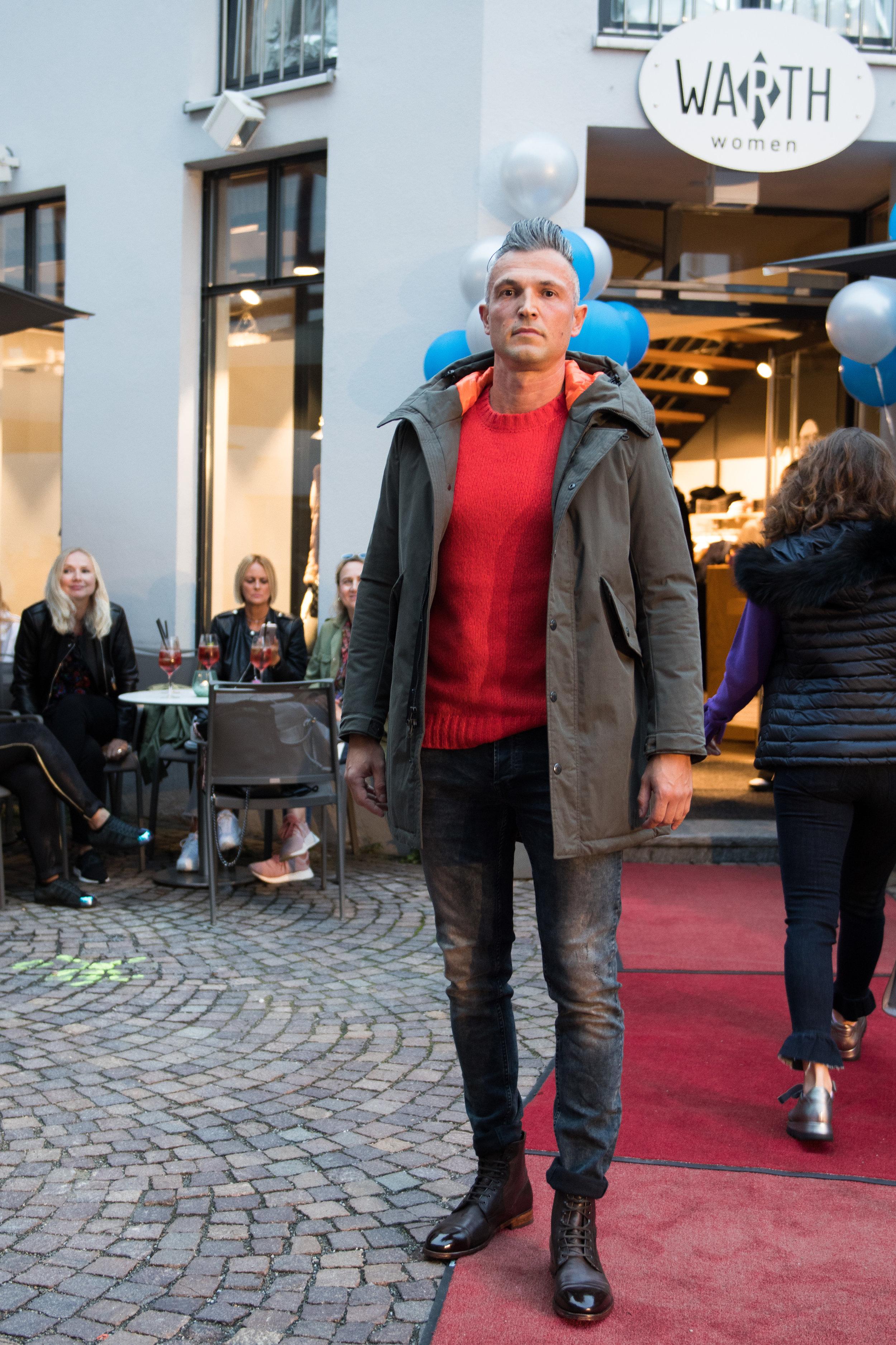 Fashionshowbackstage_44.jpg