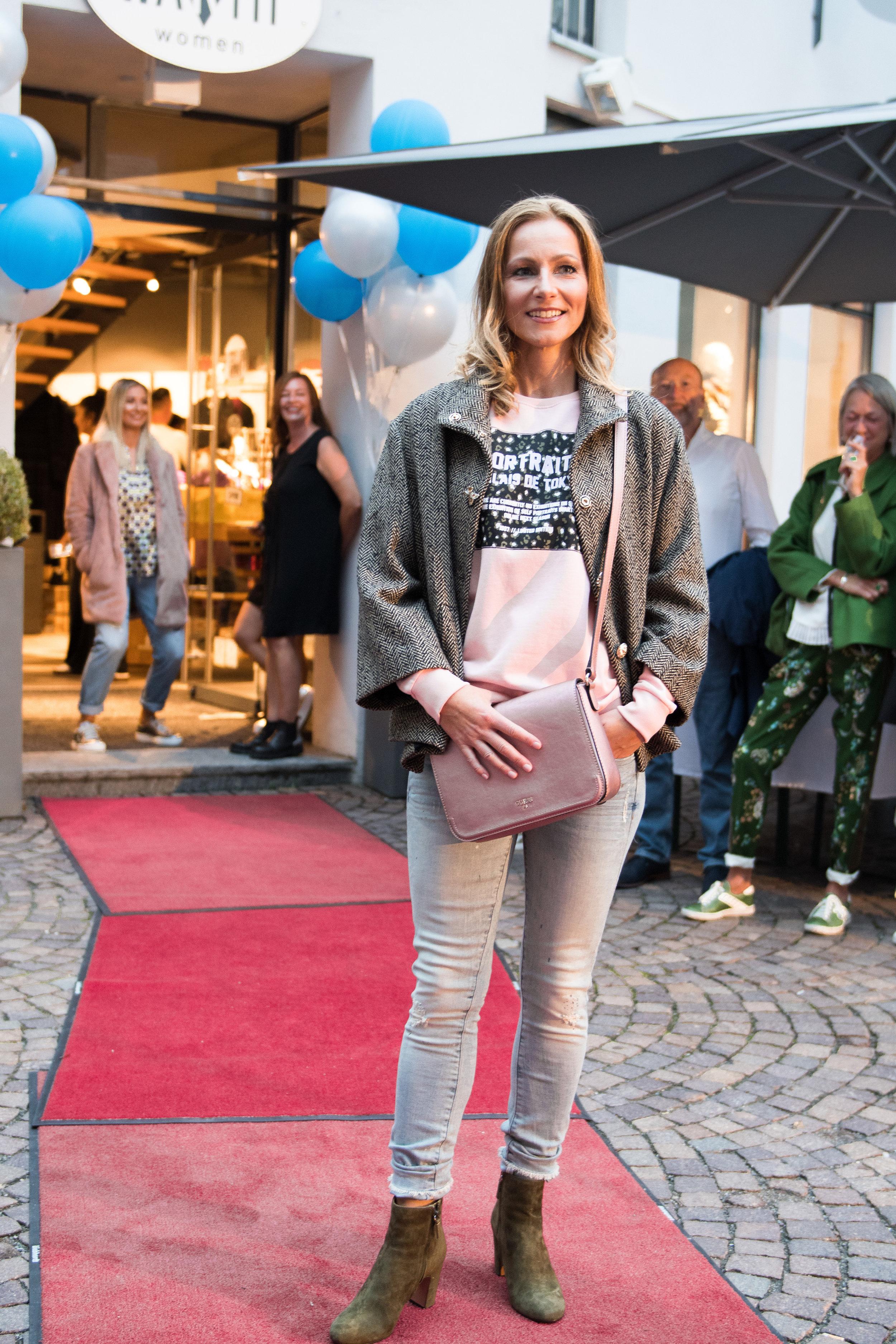 Fashionshowbackstage_54.jpg
