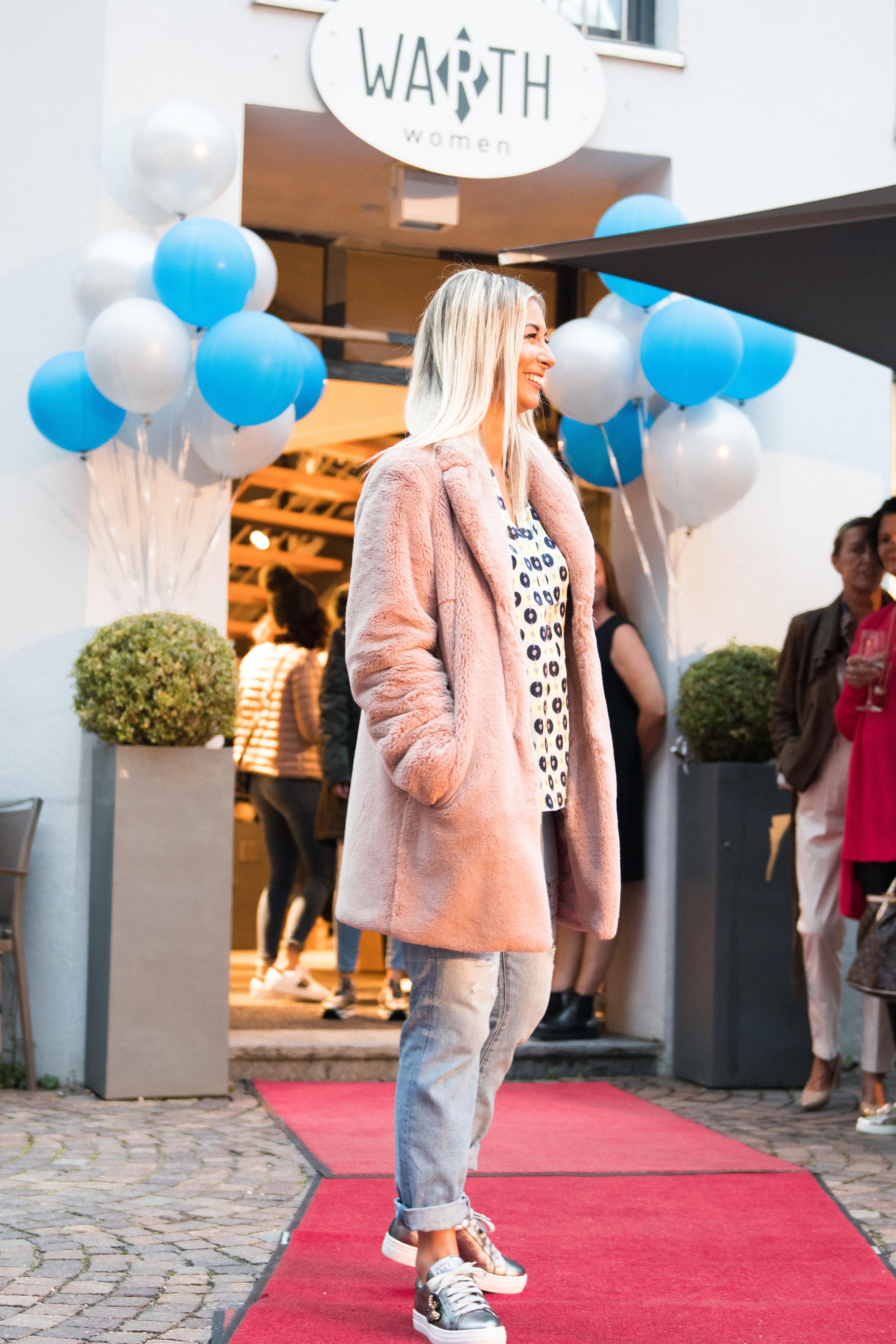 Fashionshowbackstage_57.jpg