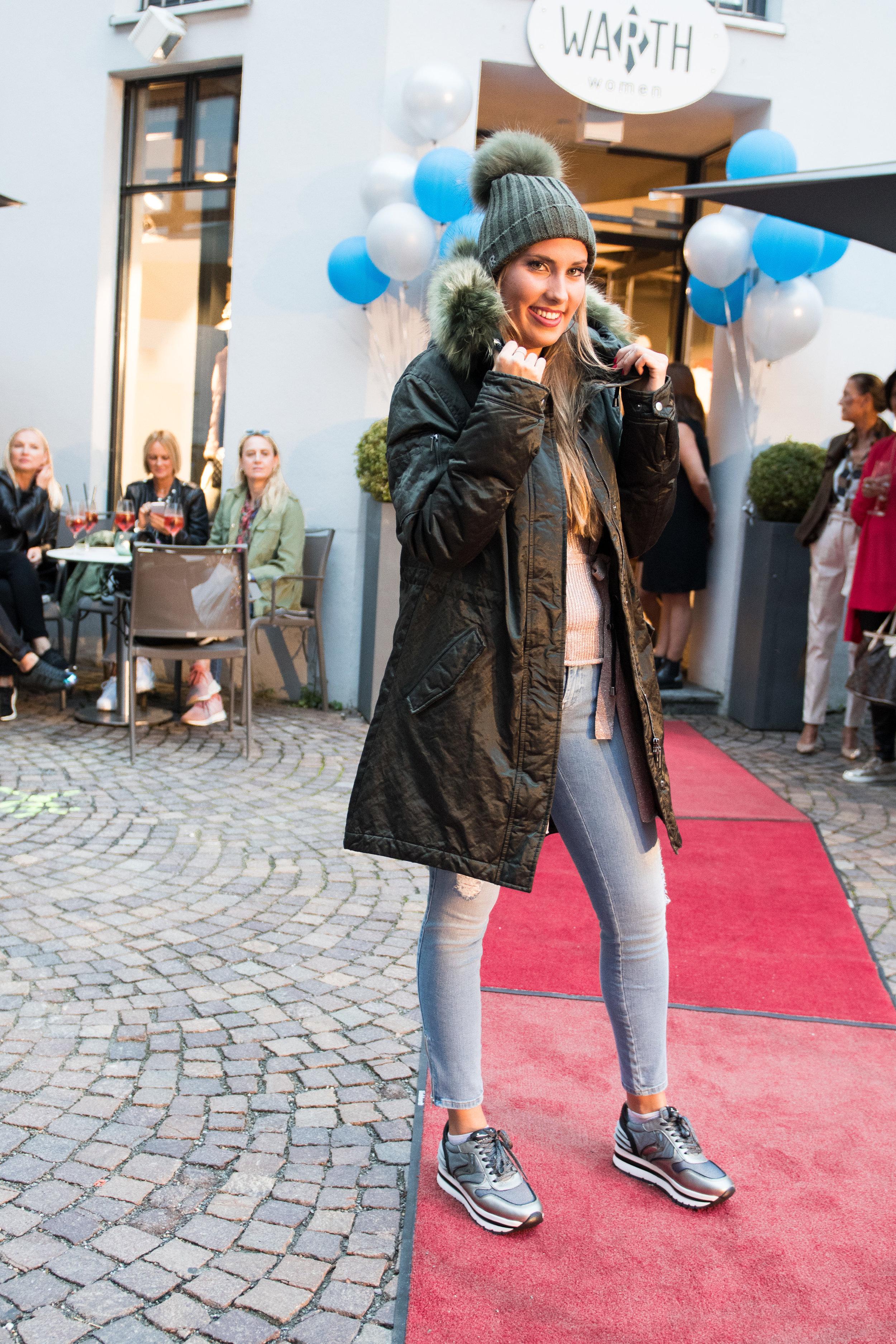 Fashionshowbackstage_58.jpg