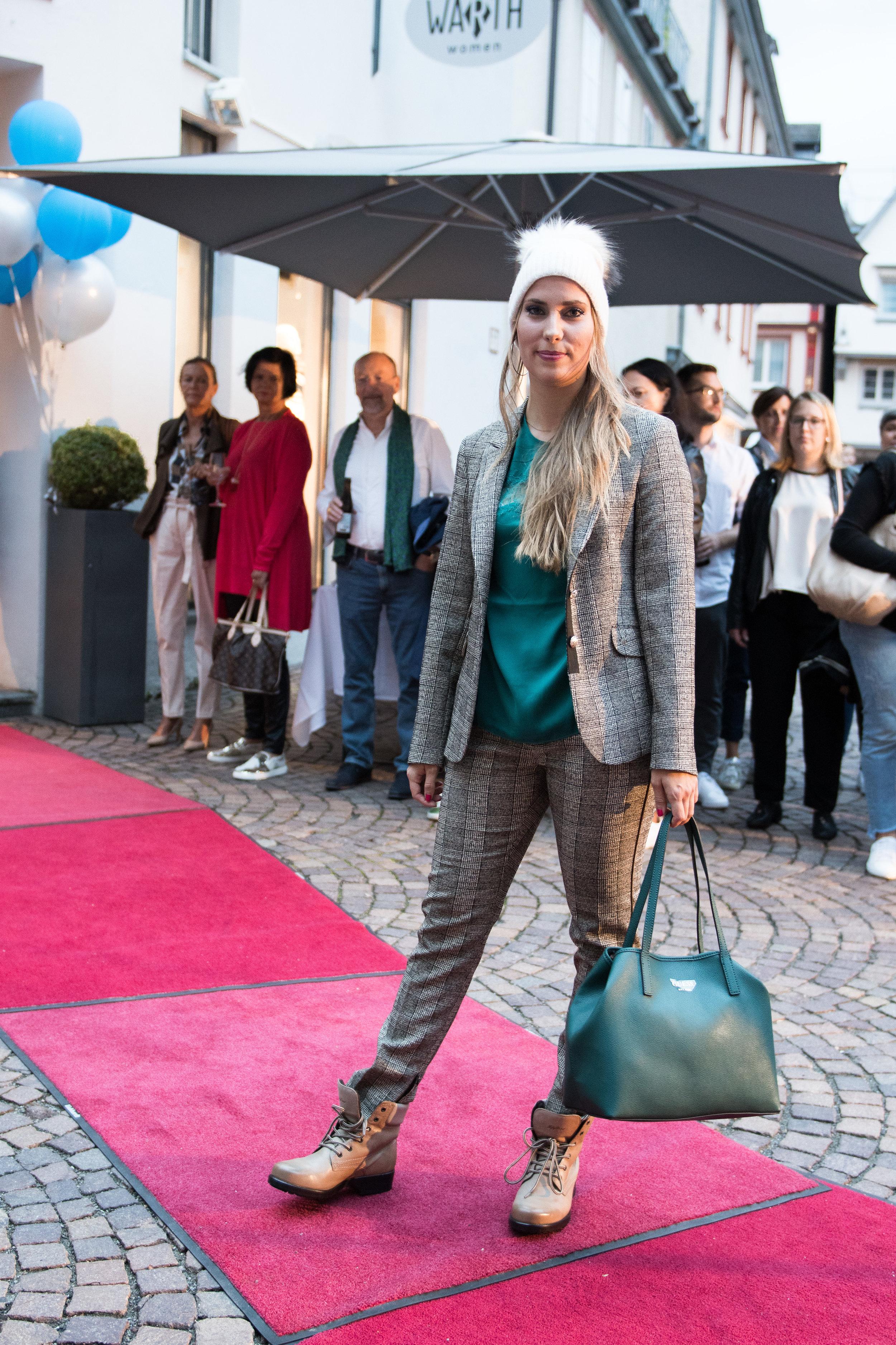Fashionshowbackstage_66.jpg