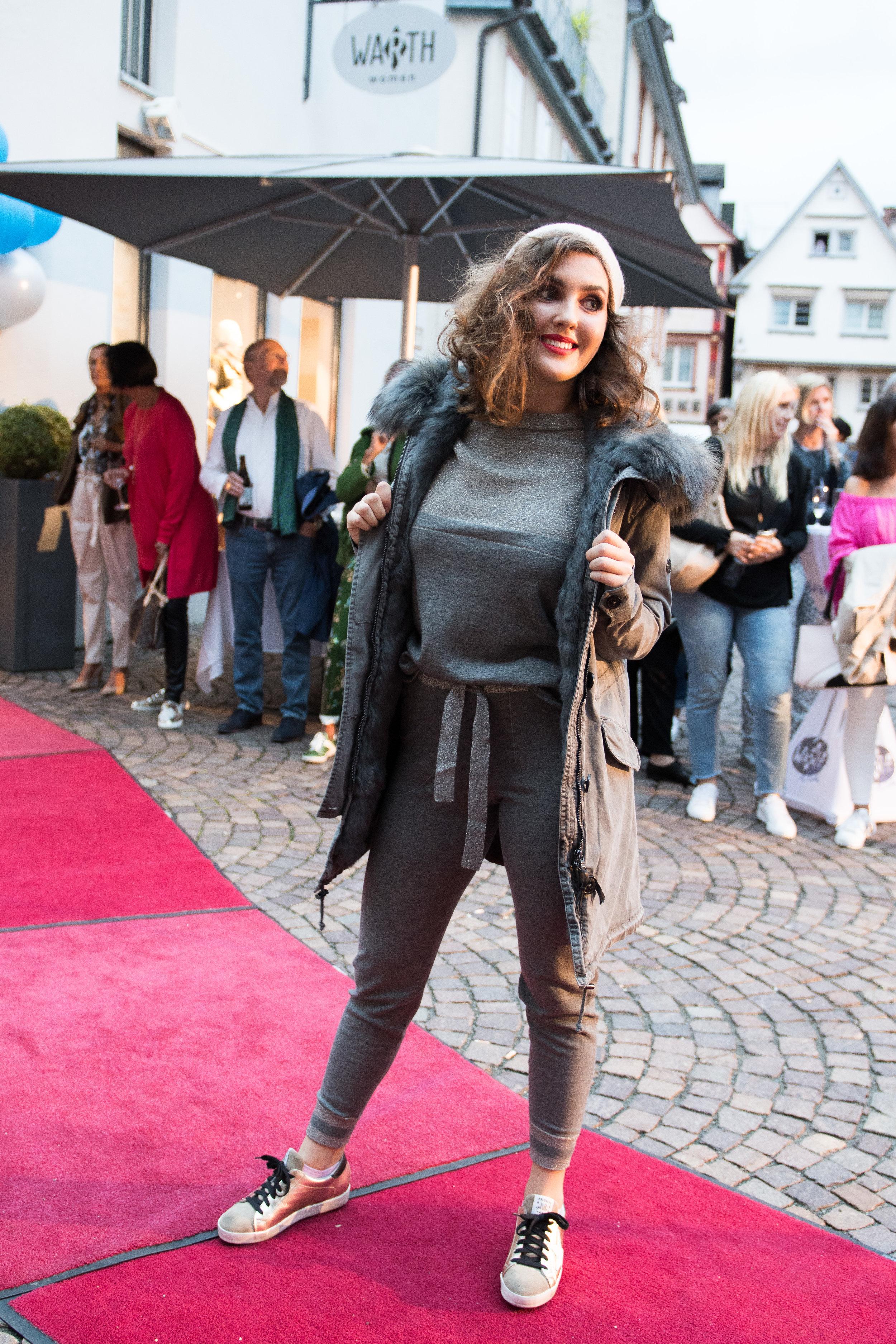 Fashionshowbackstage_68.jpg