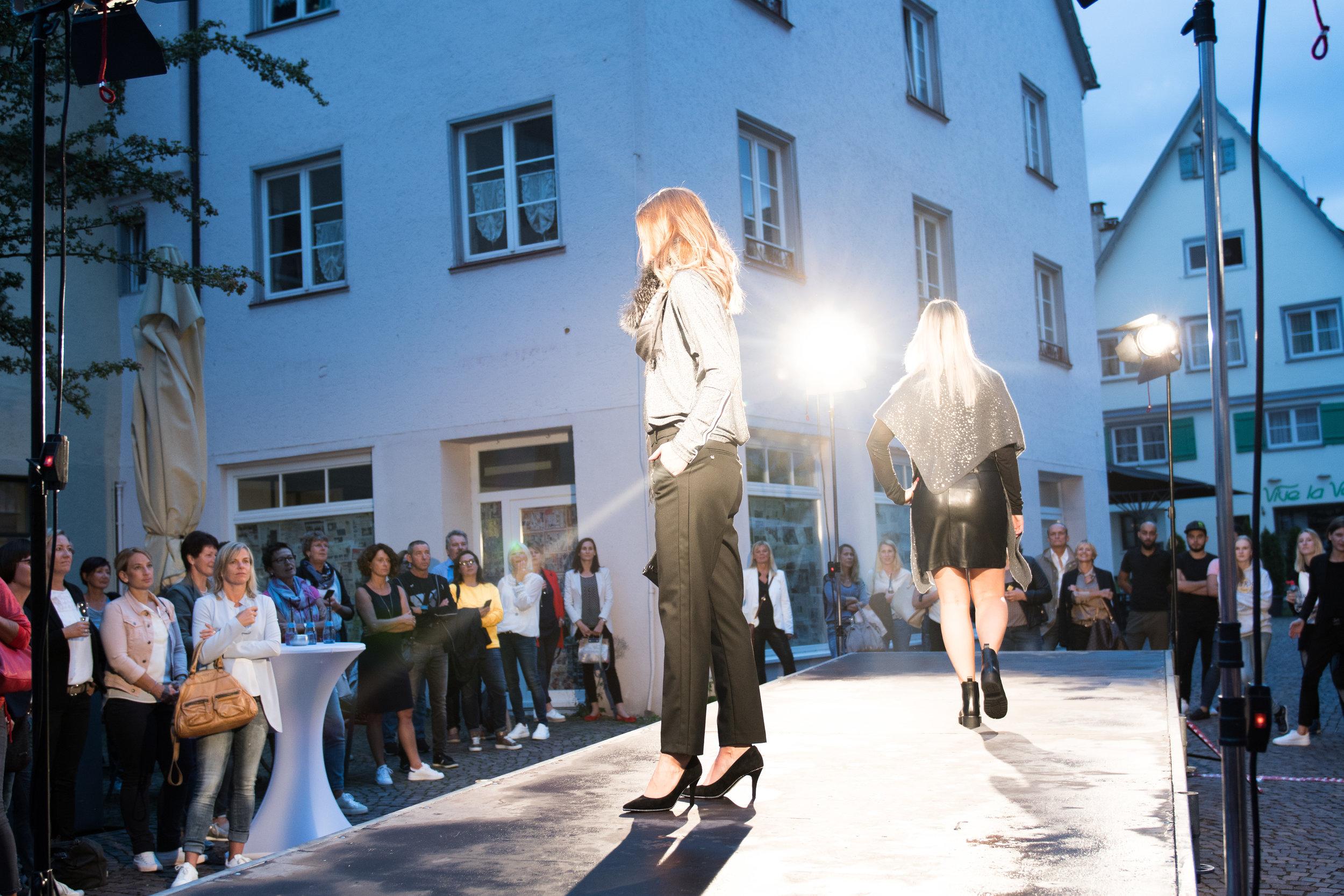 Fashionshowbackstage_84.jpg
