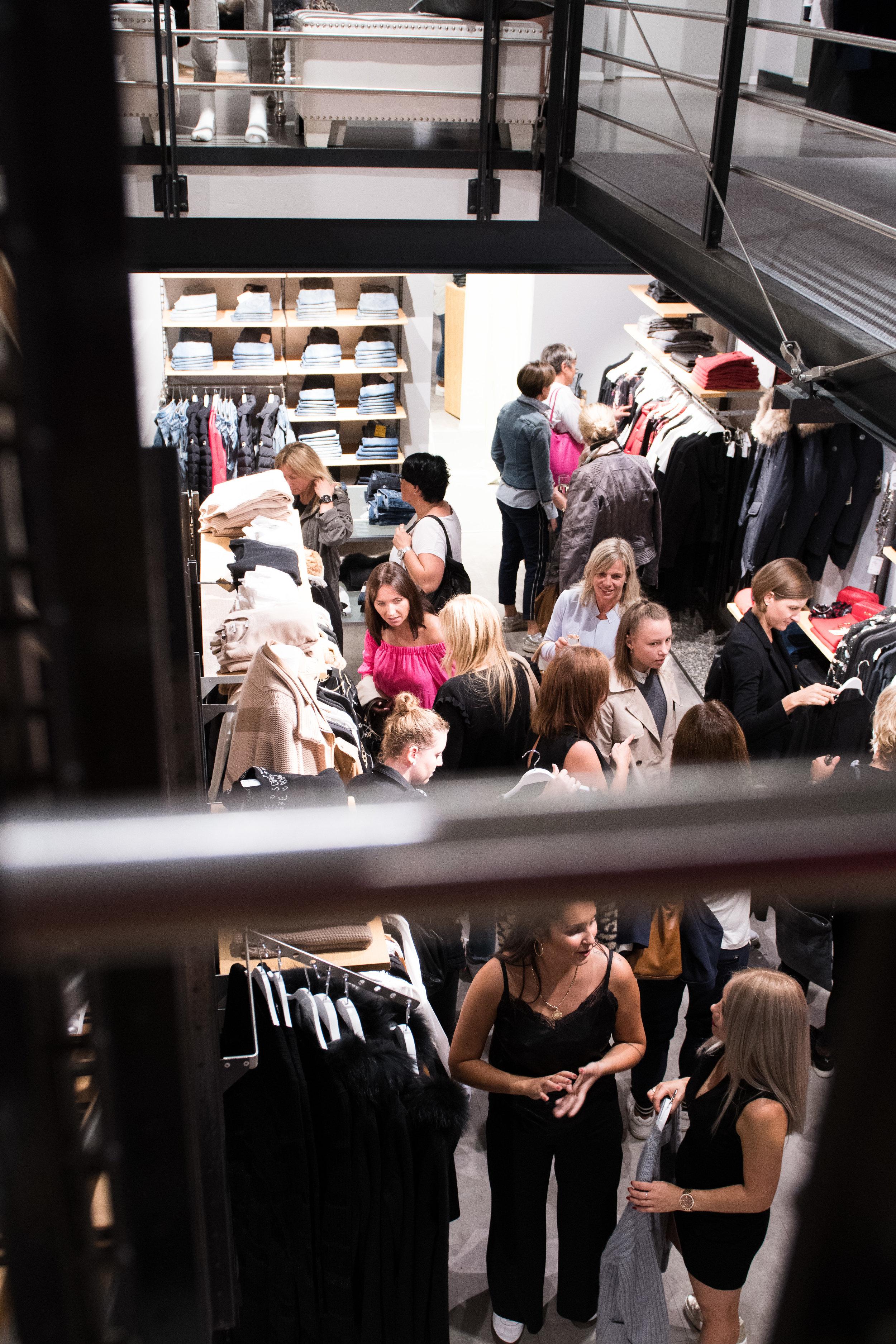 Fashionshowbackstage_110.jpg