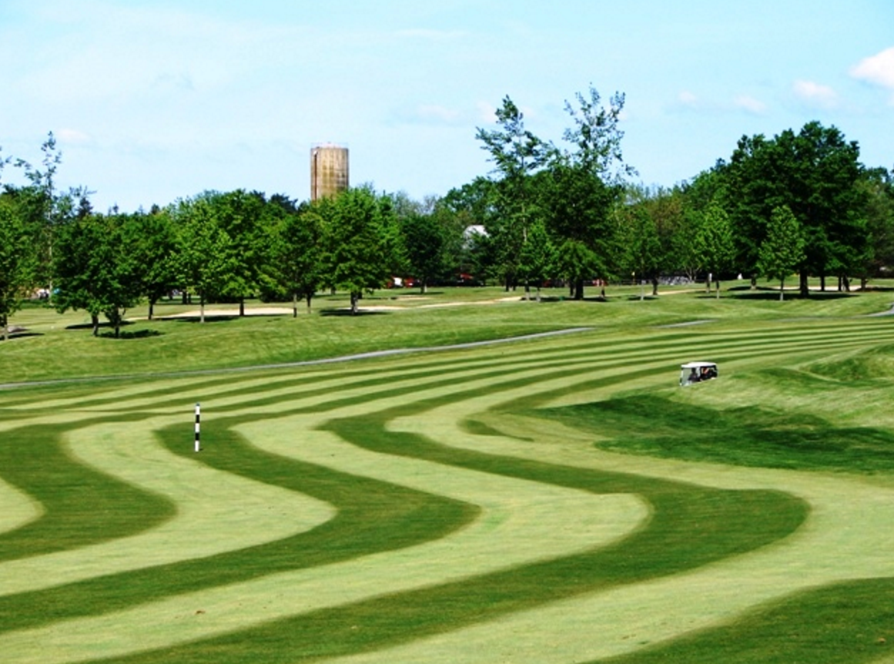 ROYAL OAKS GC - SUNDAY ROUNDThe Ron Forse-Design, 18-hole championship golf course challenges players of all skill levels with five sets of tees and a variety of play. Dramatic views, lush fairways and pristine emerald greens offer an unforgettable golf experience.+ DOWNLOAD SCORECARD +