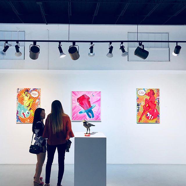 the lights, the camera, and the action 🎬 #artshow #jfgallery #palmbeachart . . . #palmbeachartshow #palmbeachart #palmbeachartist #contemporaryart #modernart #curatedart #artcurating #artinstallation #artexhibit #artexhibitions #westpalmbeach #fineart #acrylicpainting #paintings #artist #artcollector #artcollecting #collectart