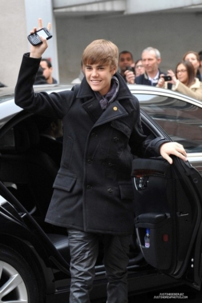 Justin-Beiber-and-Blackberry.jpeg