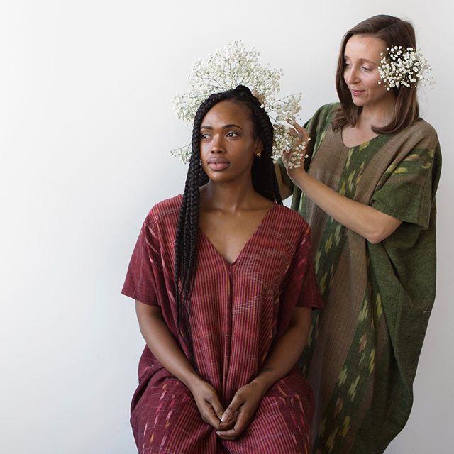 Wear flowers in your hair at least once in life. 🌺  #splendorrevival #asseenincolumbus #girlgaze #pursuitofportraits #flowersinherhair