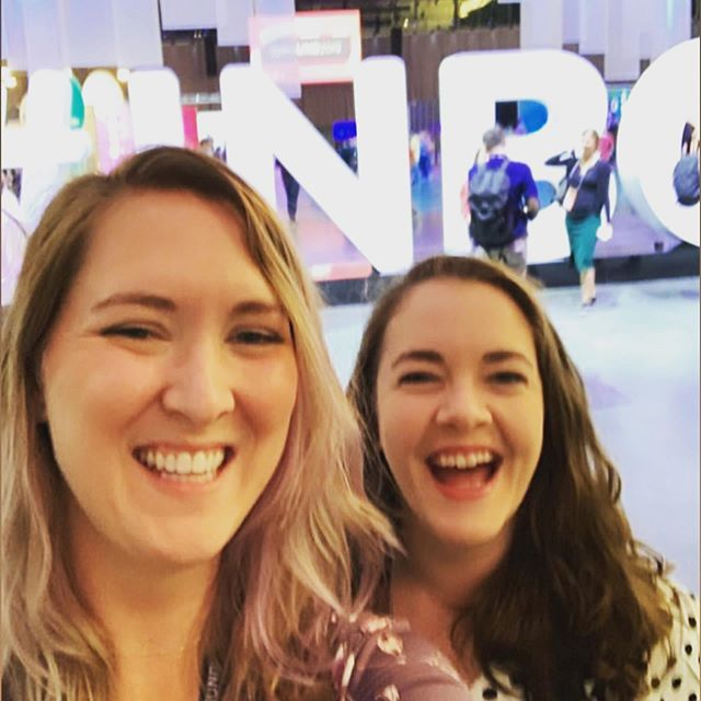 I've had an incredible time at INBOUND this week! Here's a brief recap ✨ 1) MO in front of the giant INBOUND sign 2) Club INBOUND! 3) Tiny room filled with feather boas 🥰 4) Awesome swag from @brandfolder 💙 5) Loved hearing @alexisohanian talk about paid family leave and his amazing family/startup 👏😂 6) Met @theunrealtaniakatan who created the #itwasneveradress campaign 🙌 7) Spaaaaace jk it's a room of lights 8) The incredible @katiecouric interviewing @jennifer.garner and @jforaker11 about @onceuponafarm and not compromising affordability for quality so they can provide healthier options for kids in the WIC program 👏 9) MO @ollyollyoxnfry  10) @janellemonae speaking about identity, authenticity and collaboration over competition  So glad I had this opportunity. Thanks @discountglasses for investing in your employees 💙🧡 #inbound19 #inbound #clubinbound #featherboa #boston #paidfamilyleave #itwasneveradress #MO