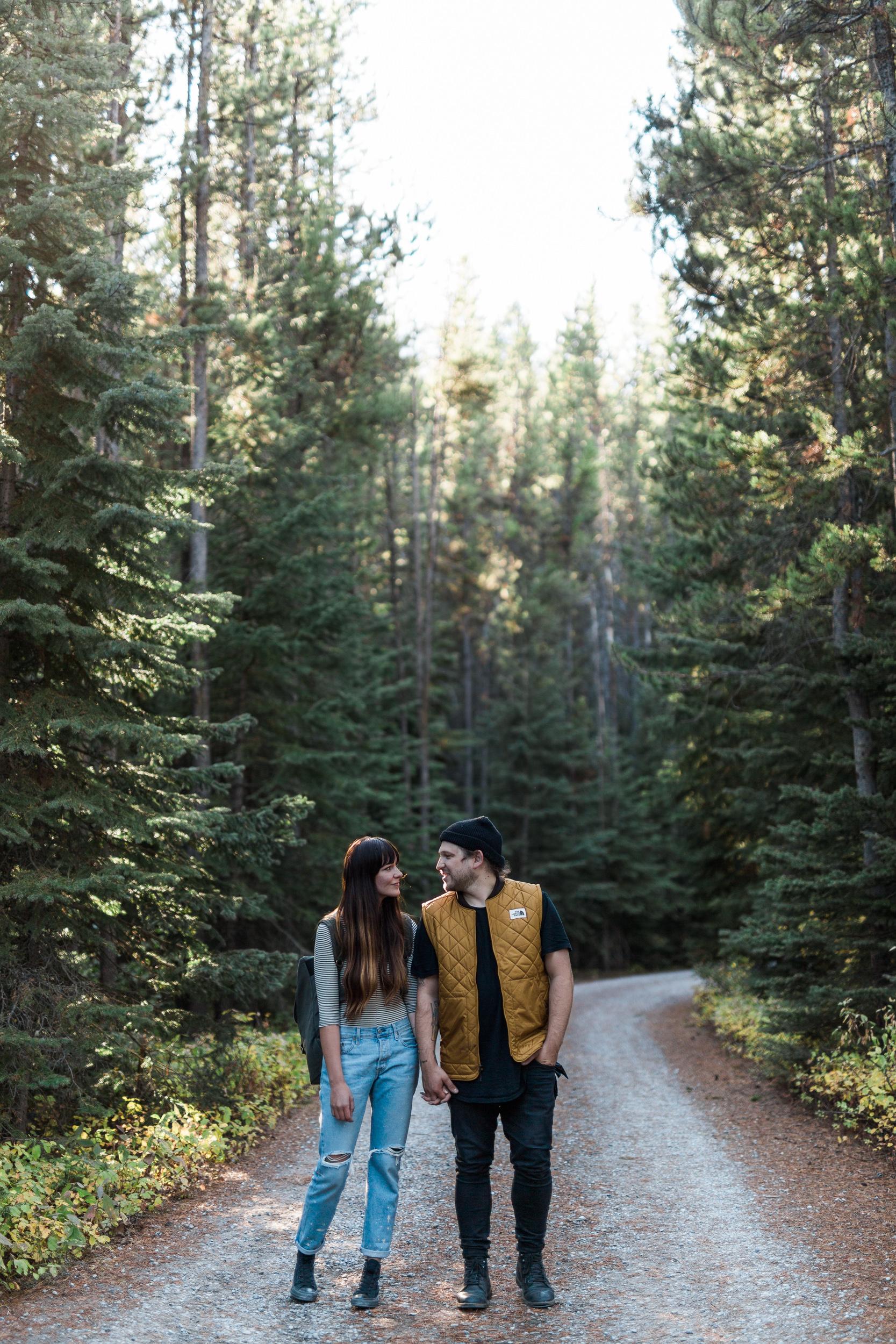 Calgary-wedding-photographers-photos-banff-engagement-18.jpg