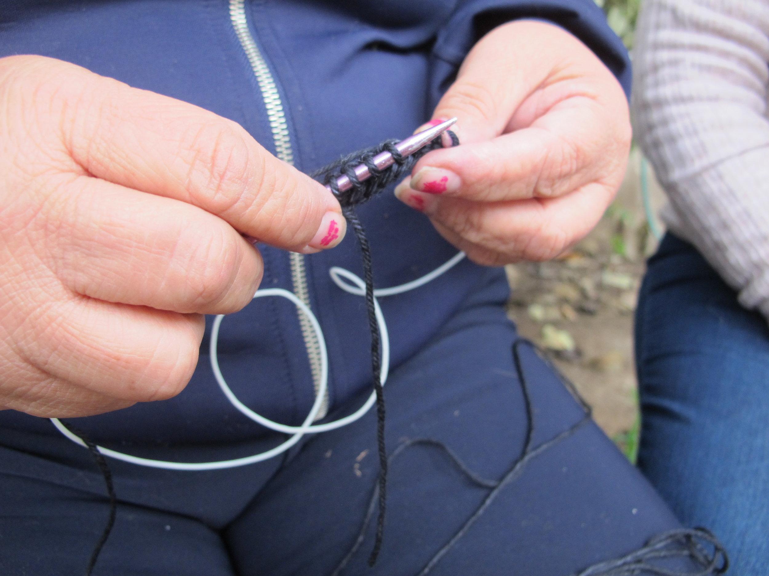hand-knit-production-peru