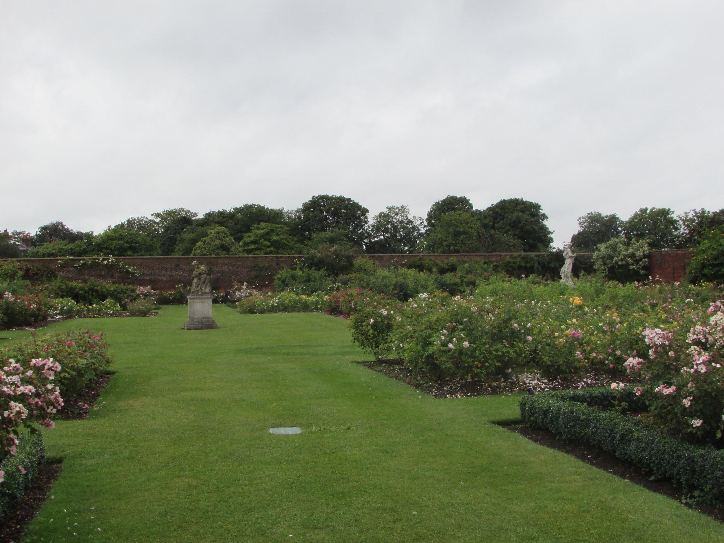 Hampton Court gardens 2.jpg