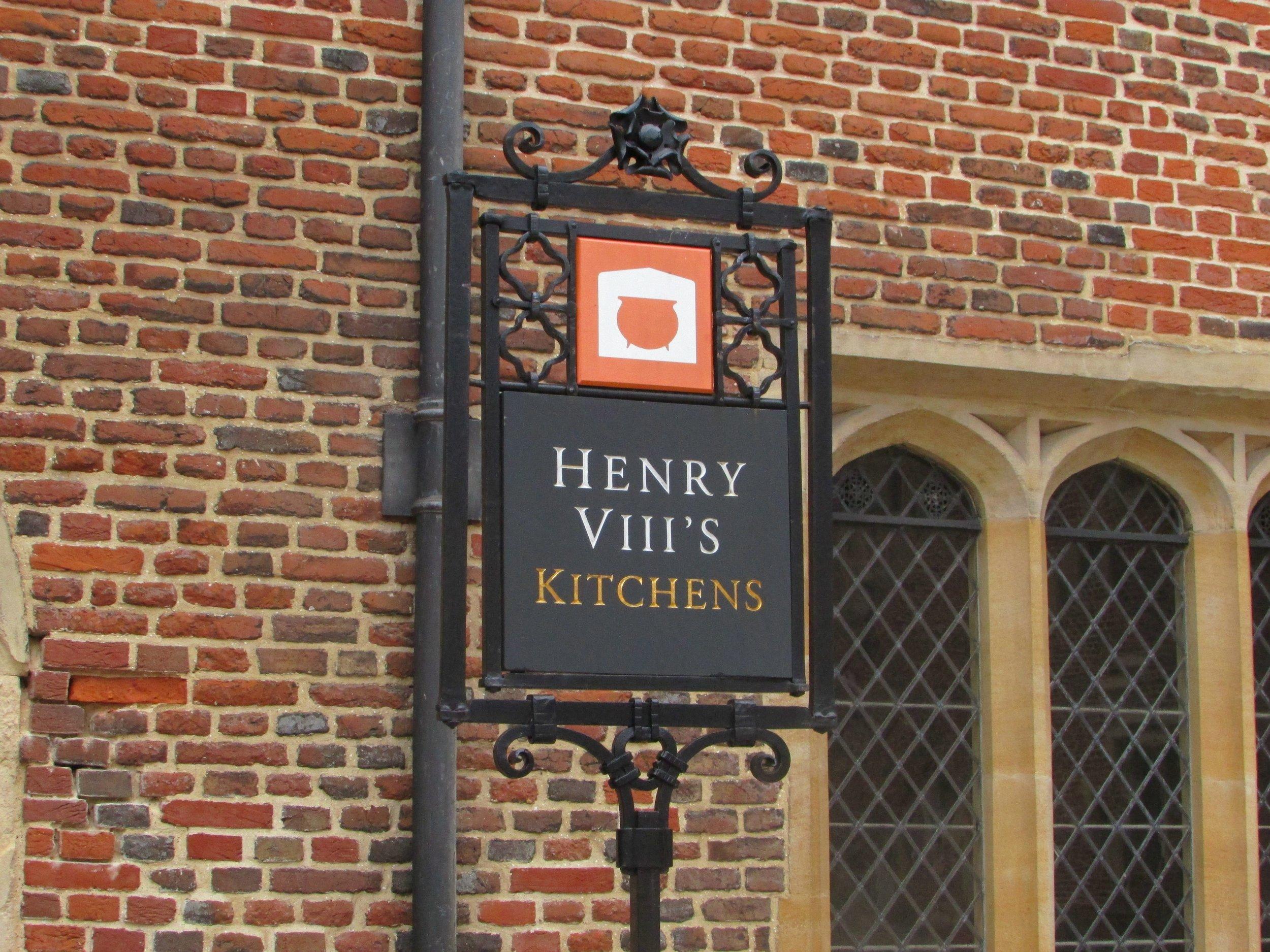 Hampton Court 6.jpg