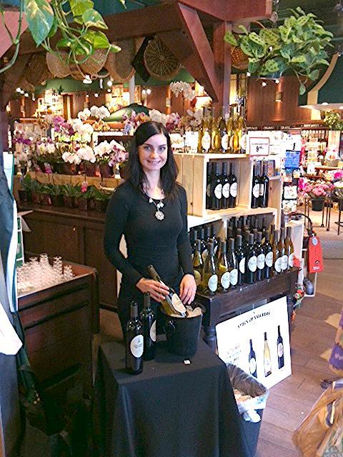 Beauté conducting a tasting of Columbia Crest Grand Estates at a Fresh Market