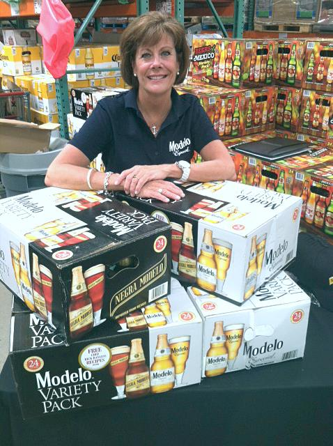 Beauté conducting a dry tasting of Modelo Crown Imports at Costco